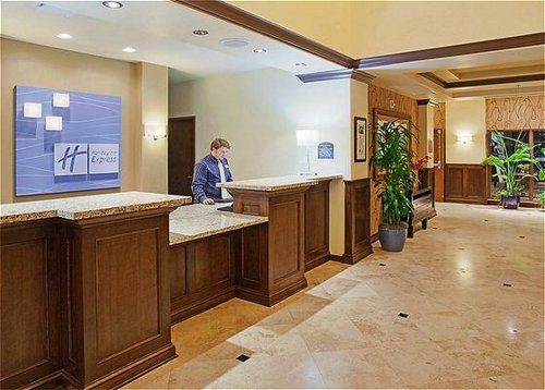 Holiday Inn Express & Suites Atascadero image 3