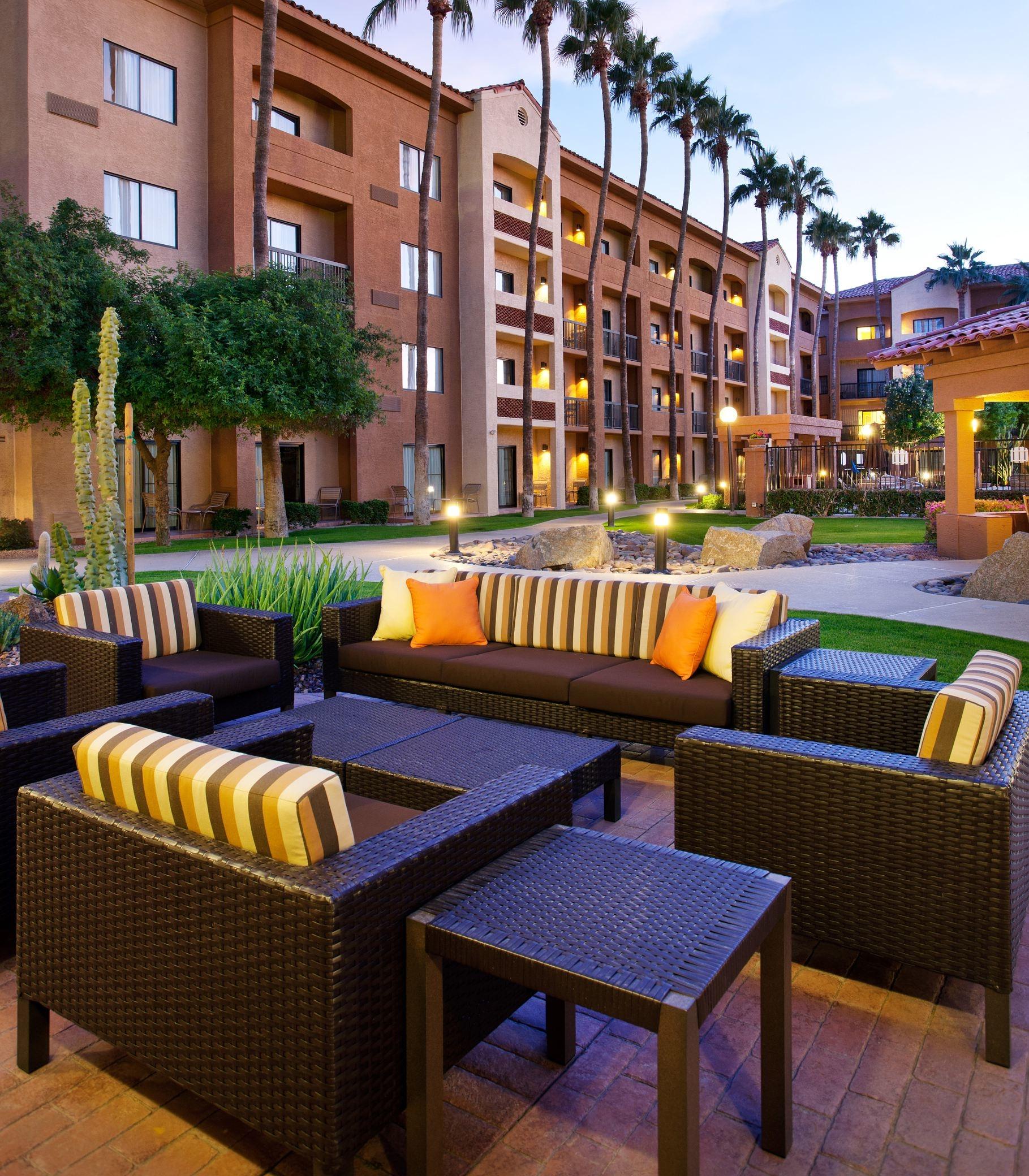 Courtyard By Marriott Phoenix Camelback Phoenix Arizona