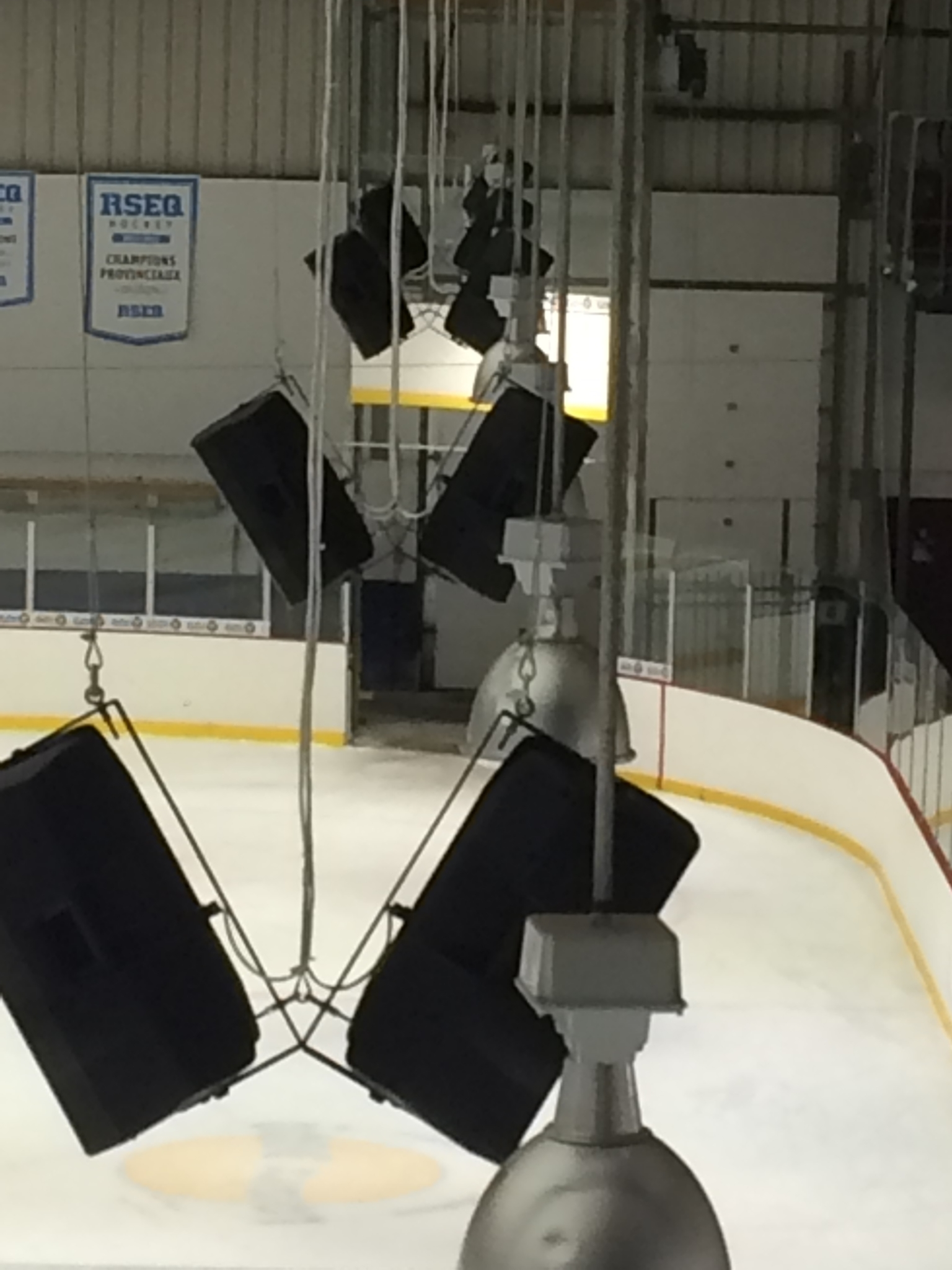 E-lite inc à Montréal: Sale and Installation of a sound system for the public and the game. Microphone, d / j and iPod adapted for any event. Simplicity of operation.