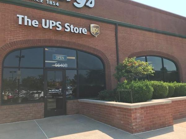 Facade of The UPS Store Saint Louis