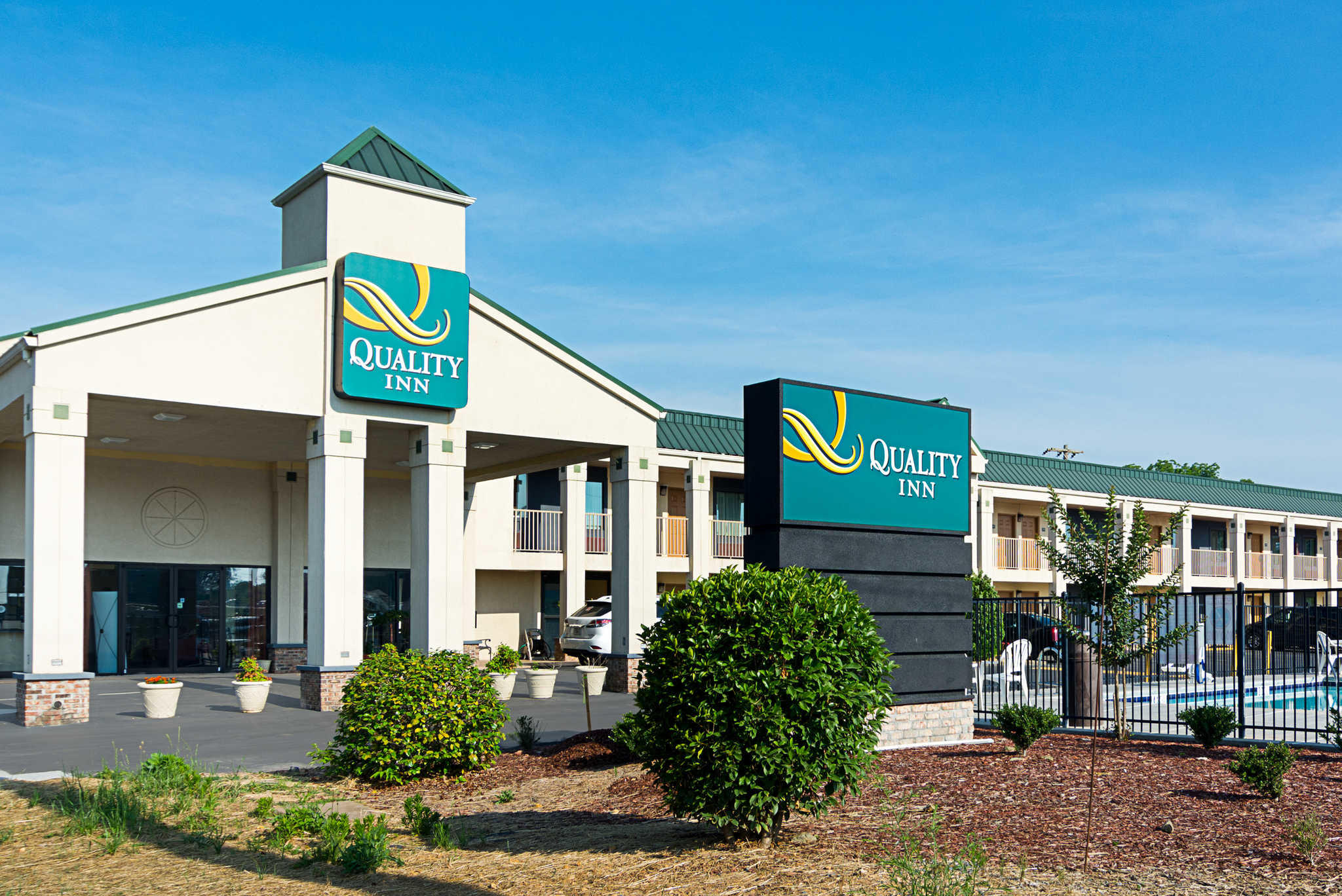 Quality Inn makes it easy to find affordable comfort when you travel. The Choice Hotels brand offers inexpensive rooms with Serta beds, high-speed internet access, and hot breakfasts at no extra charge at more than a thousand locations around the globe. Stay for less with Quality Inn coupon codes at destinations including.
