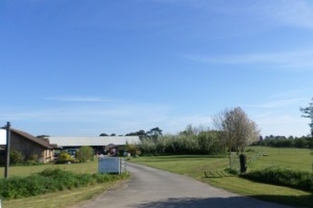 LINDCOLY COUNTRY CATTERY & BOARDING KENNELS