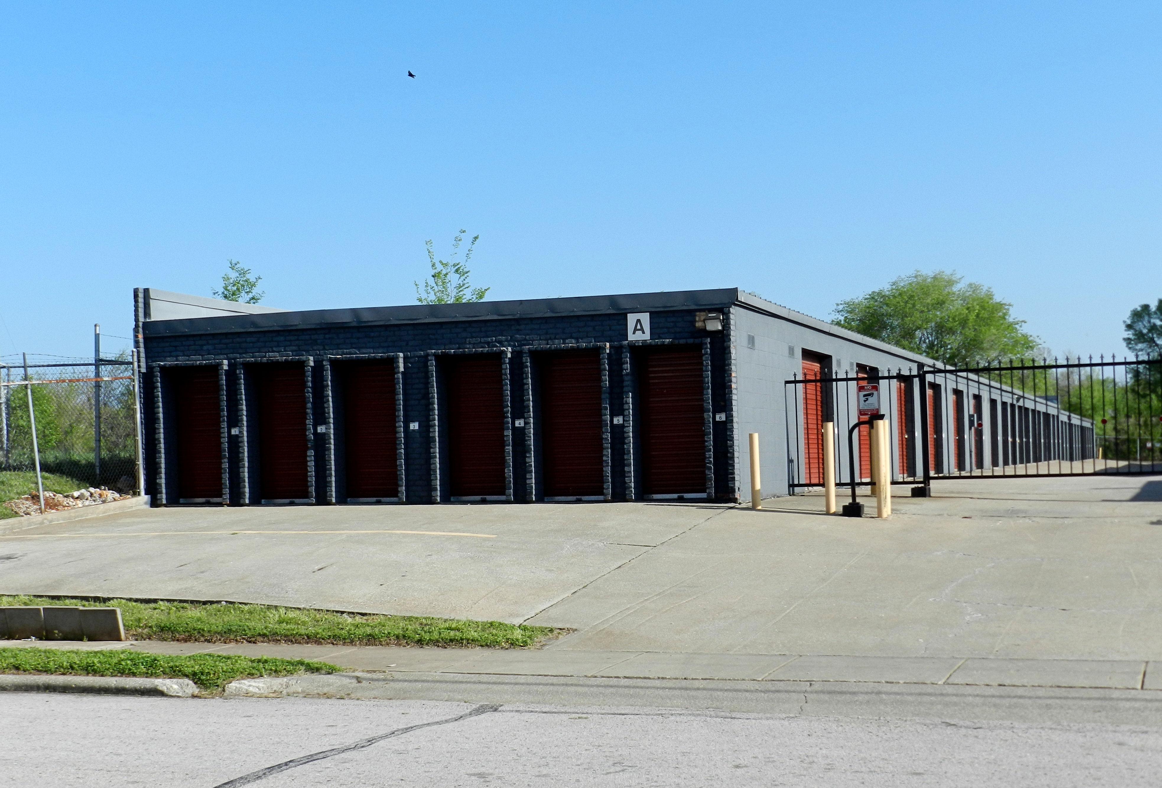 storagemart in springfield mo 417 831 4. Black Bedroom Furniture Sets. Home Design Ideas