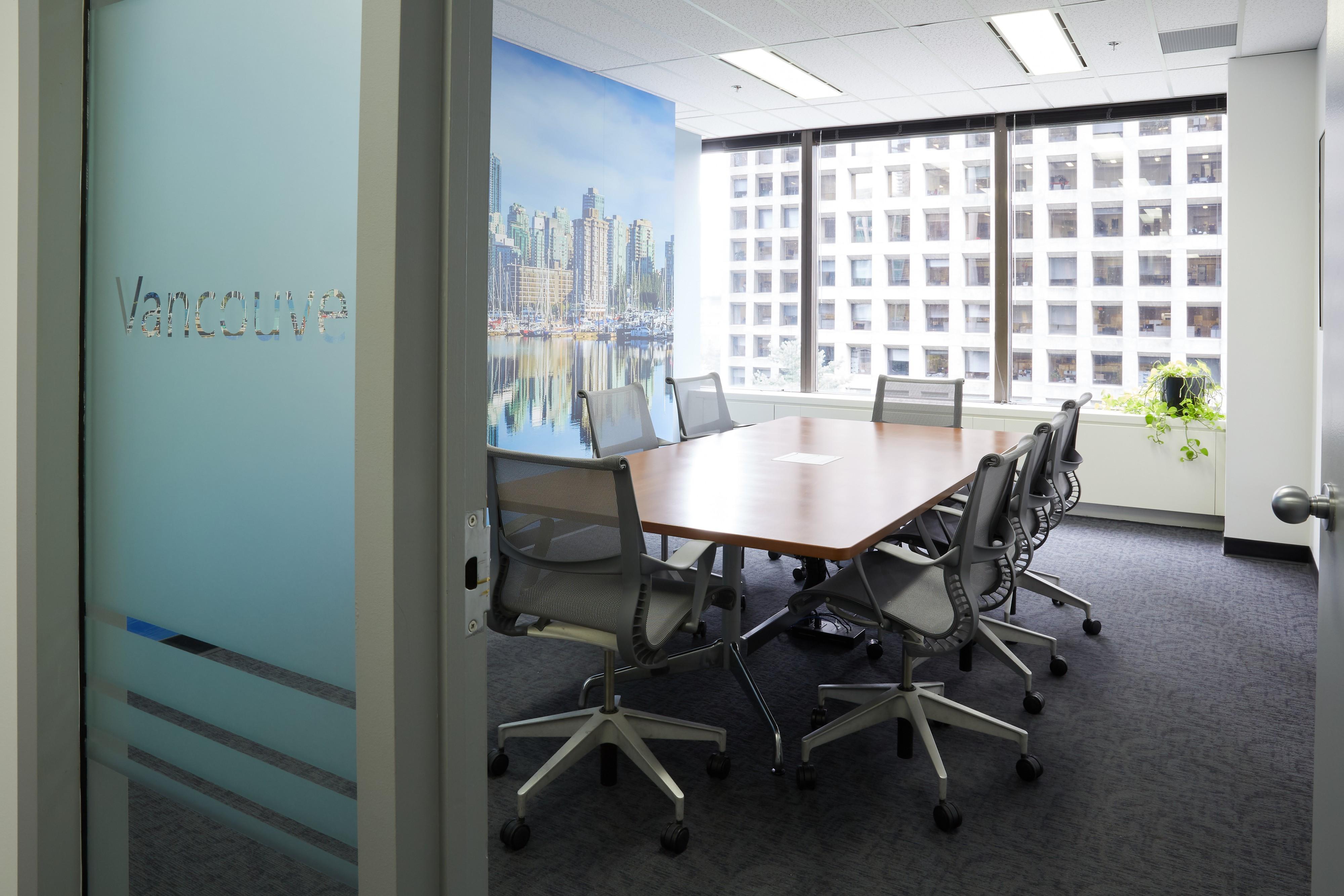 Robert Half® Recruiters & Employment Agency in Vancouver: Meeting room.