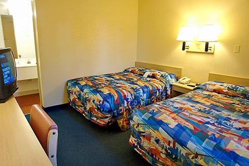 Motel 6 Phoenix Tempe - Priest Dr image 1