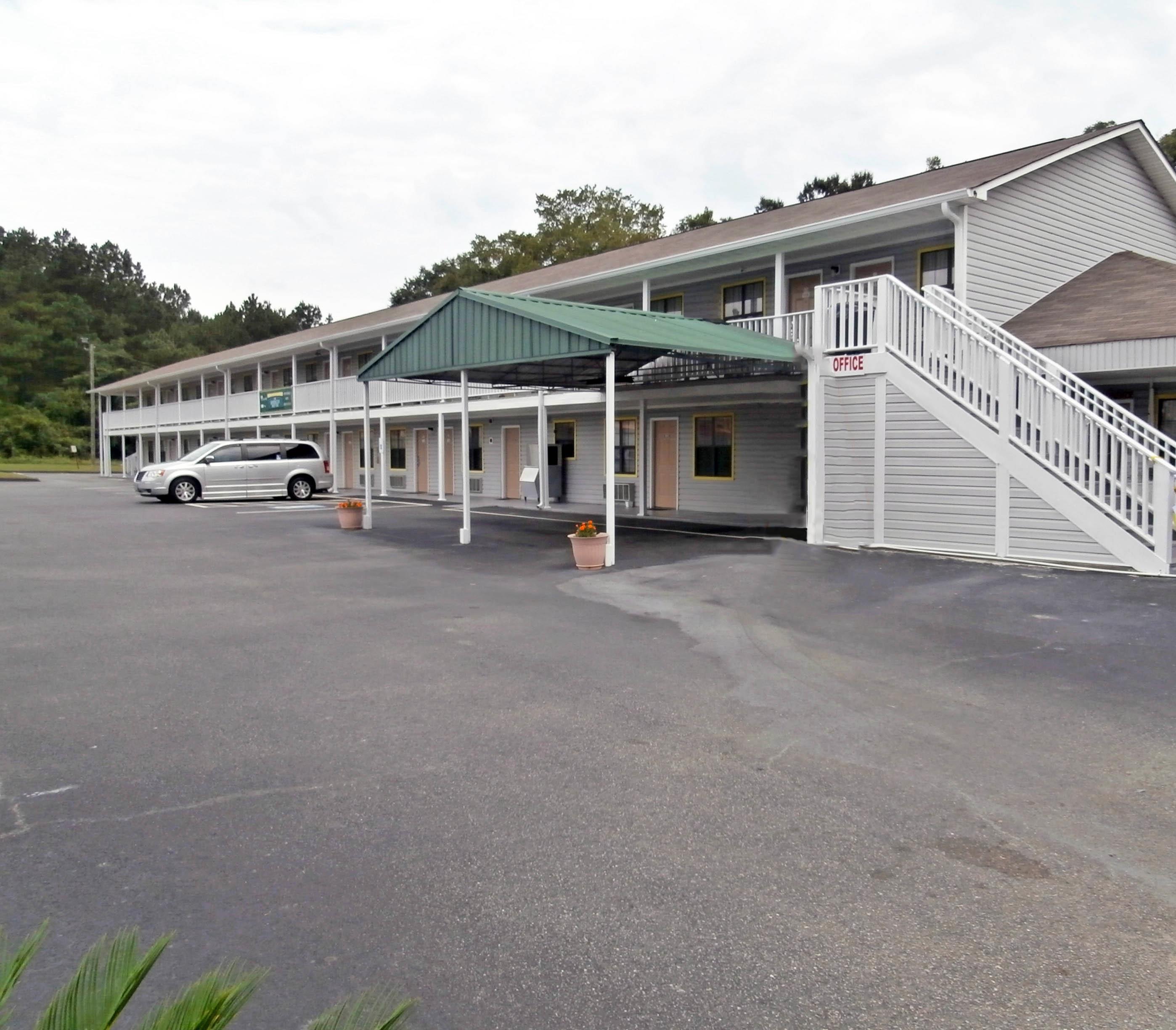 Hotels Near Hawkinsville Ga