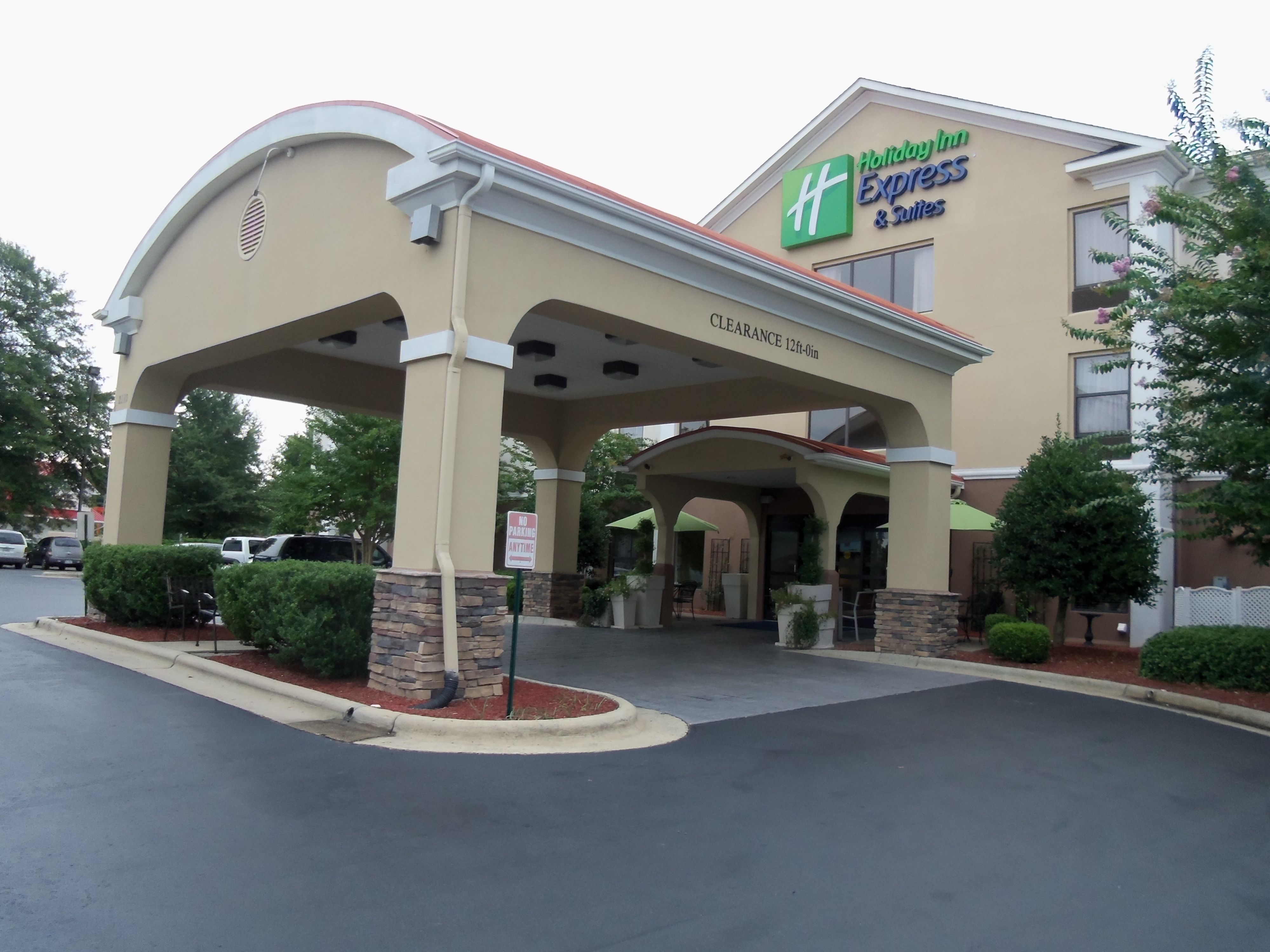 Holiday Inn Express Suites Sandy South Salt Lake City