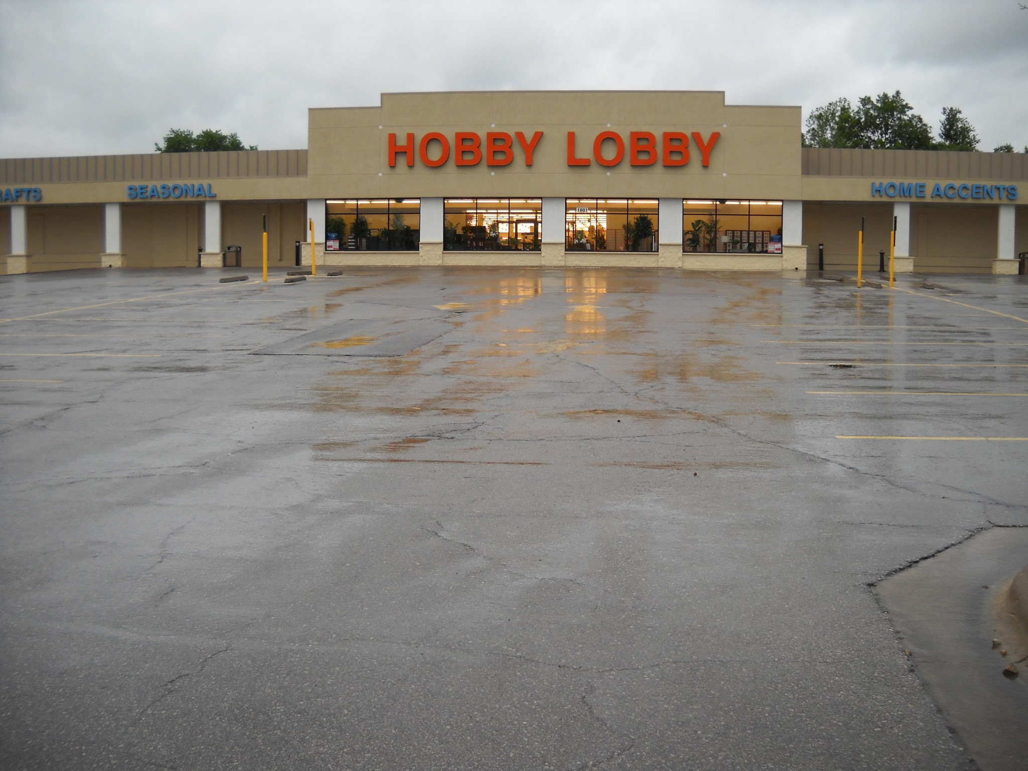 hobby lobby in lawrence ks 66046