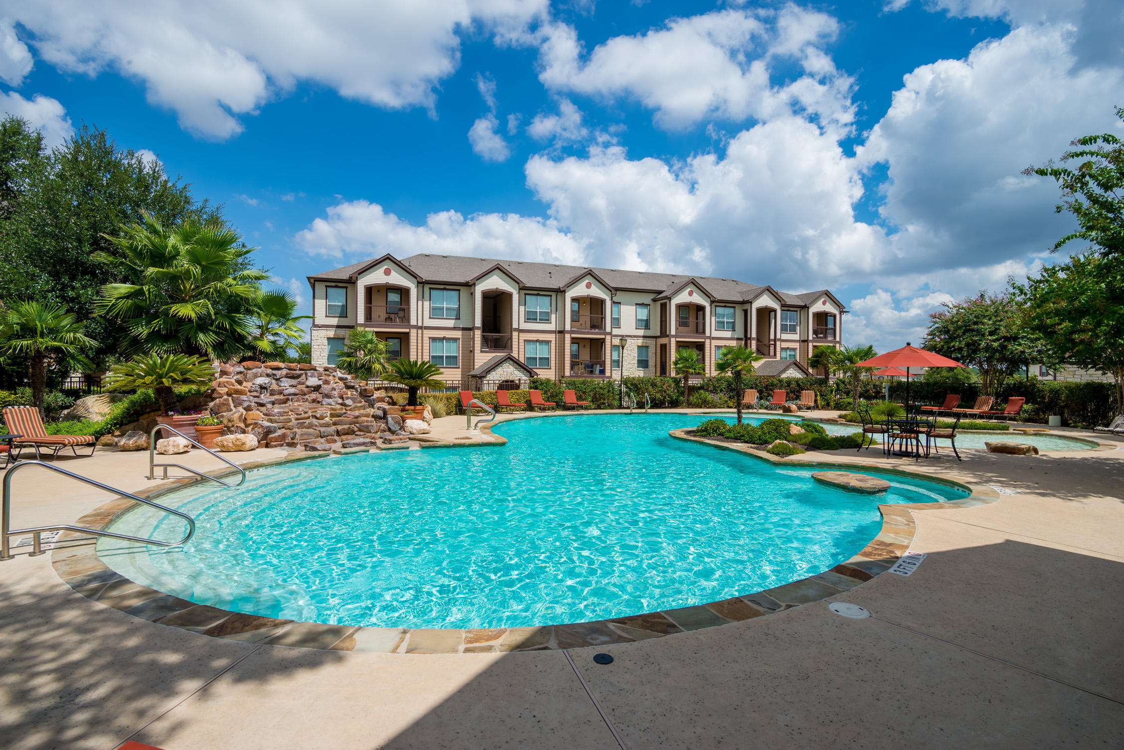 Boulder creek apartment homes san antonio texas for Apartment pool