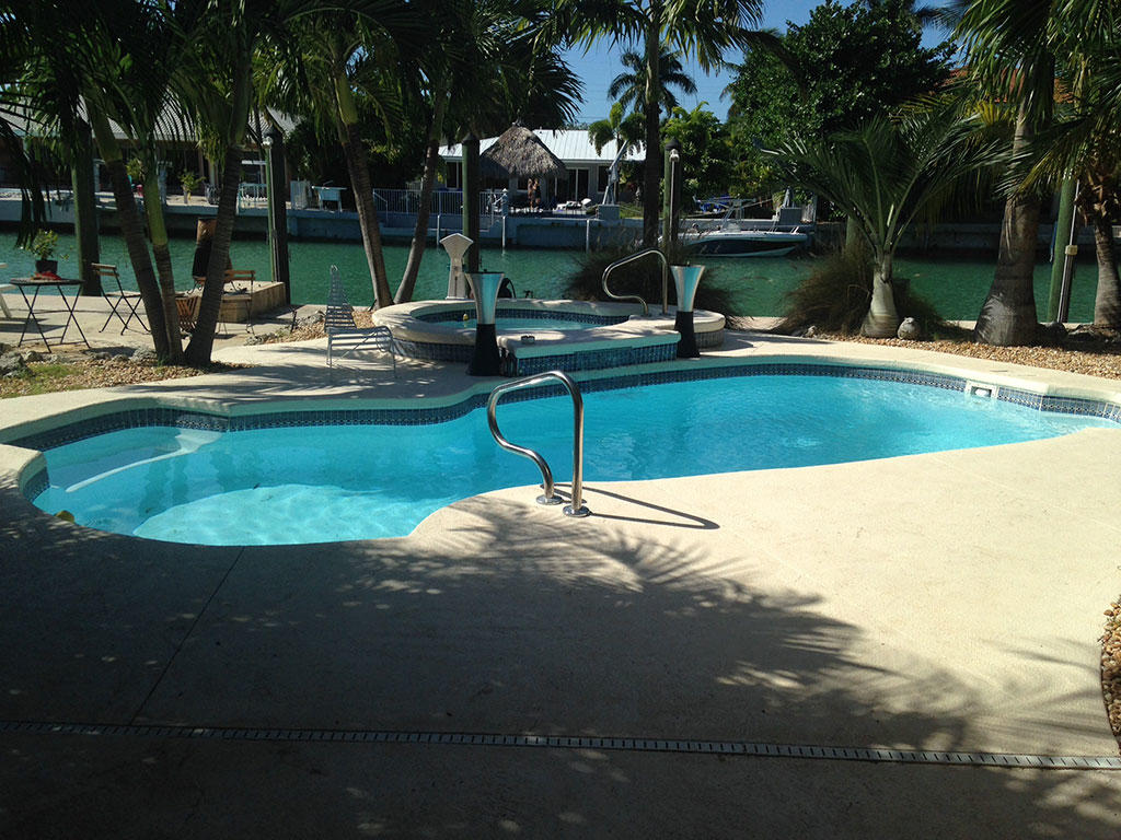 Hatteras pools in charlotte nc swimming pool for Pool dealers