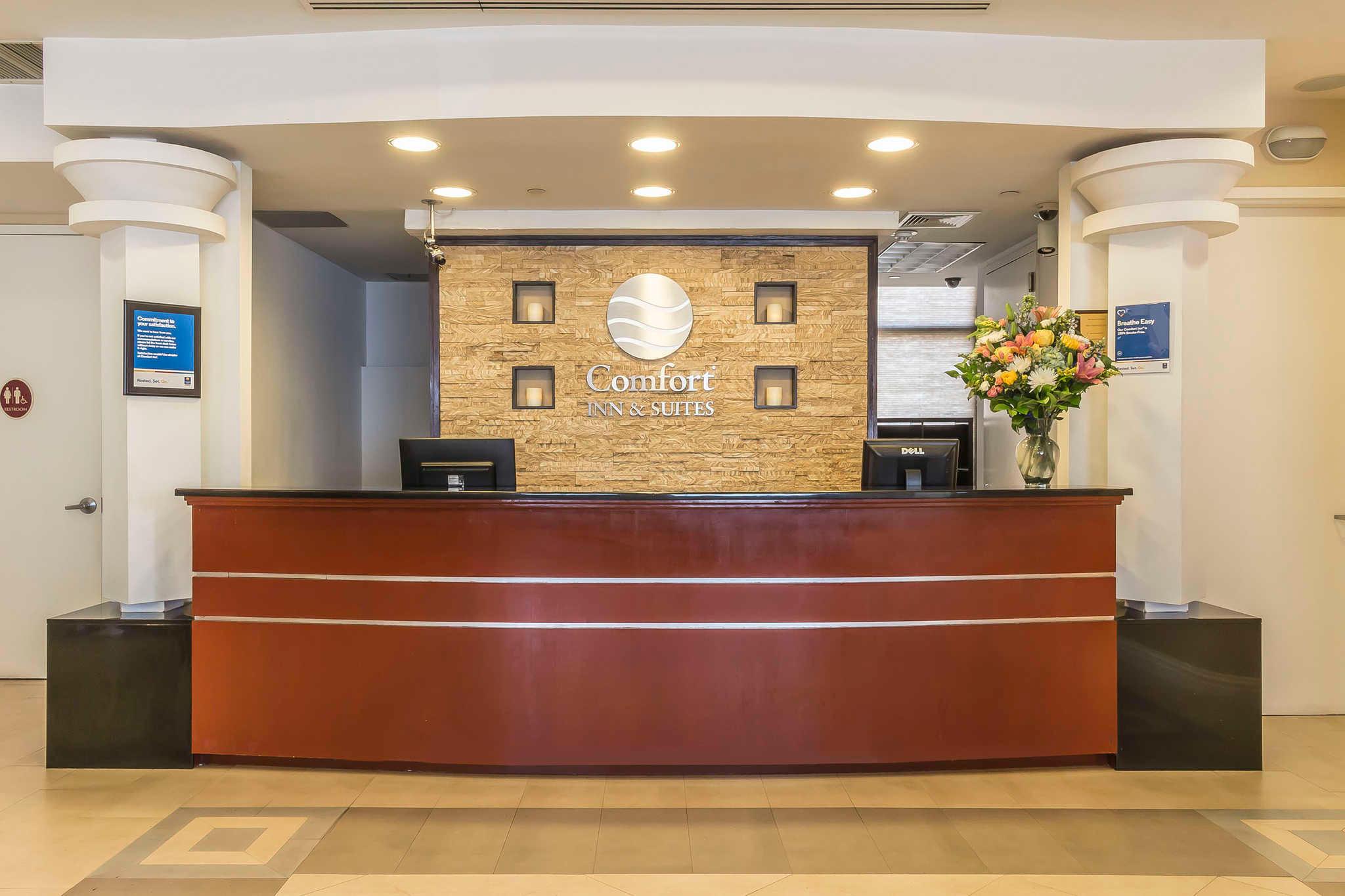 Comfort Inn Amp Suites Laguardia Airport Maspeth New York