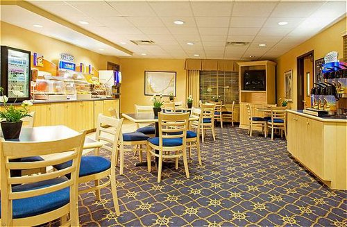 Holiday Inn Express & Suites New Buffalo, Mi - ad image