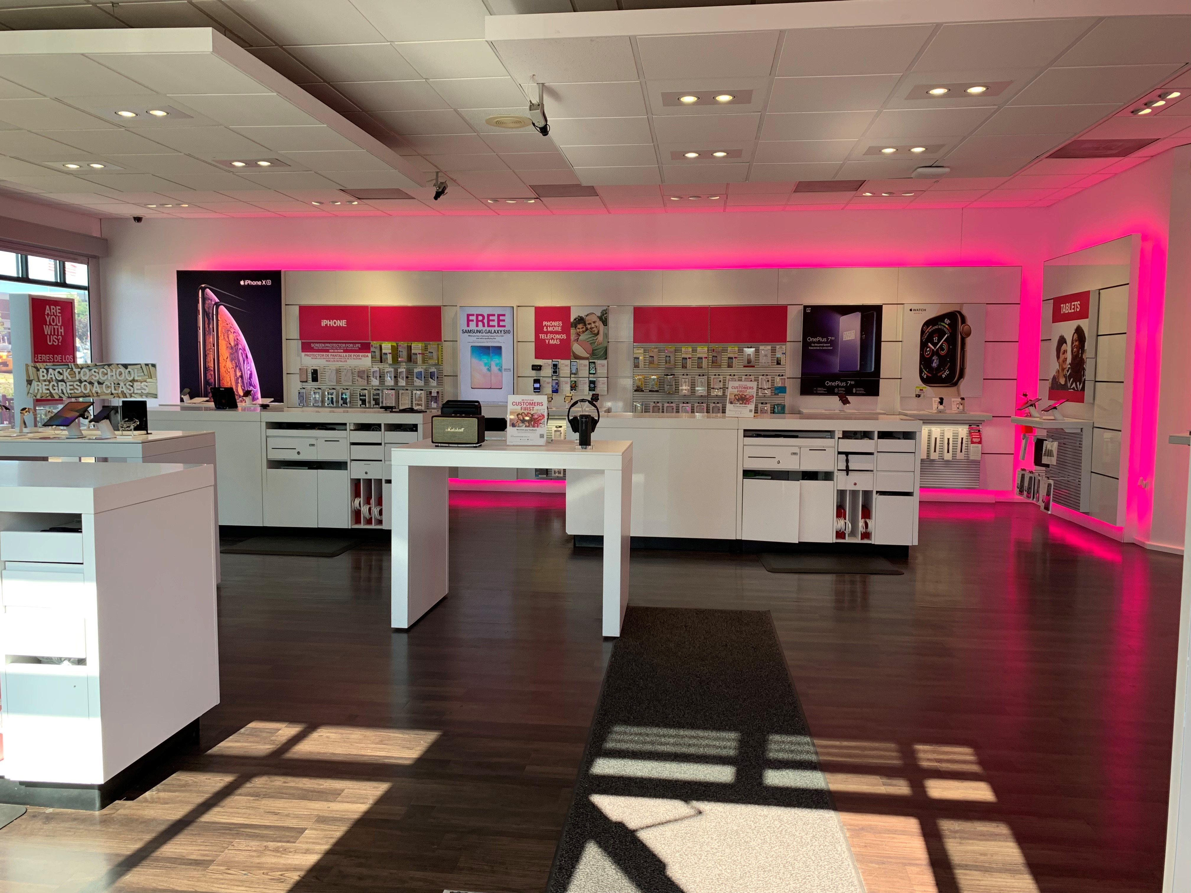 T-Mobile in Lakewood, CO, photo #3