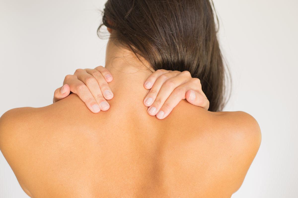 Болит верх спины и шея
