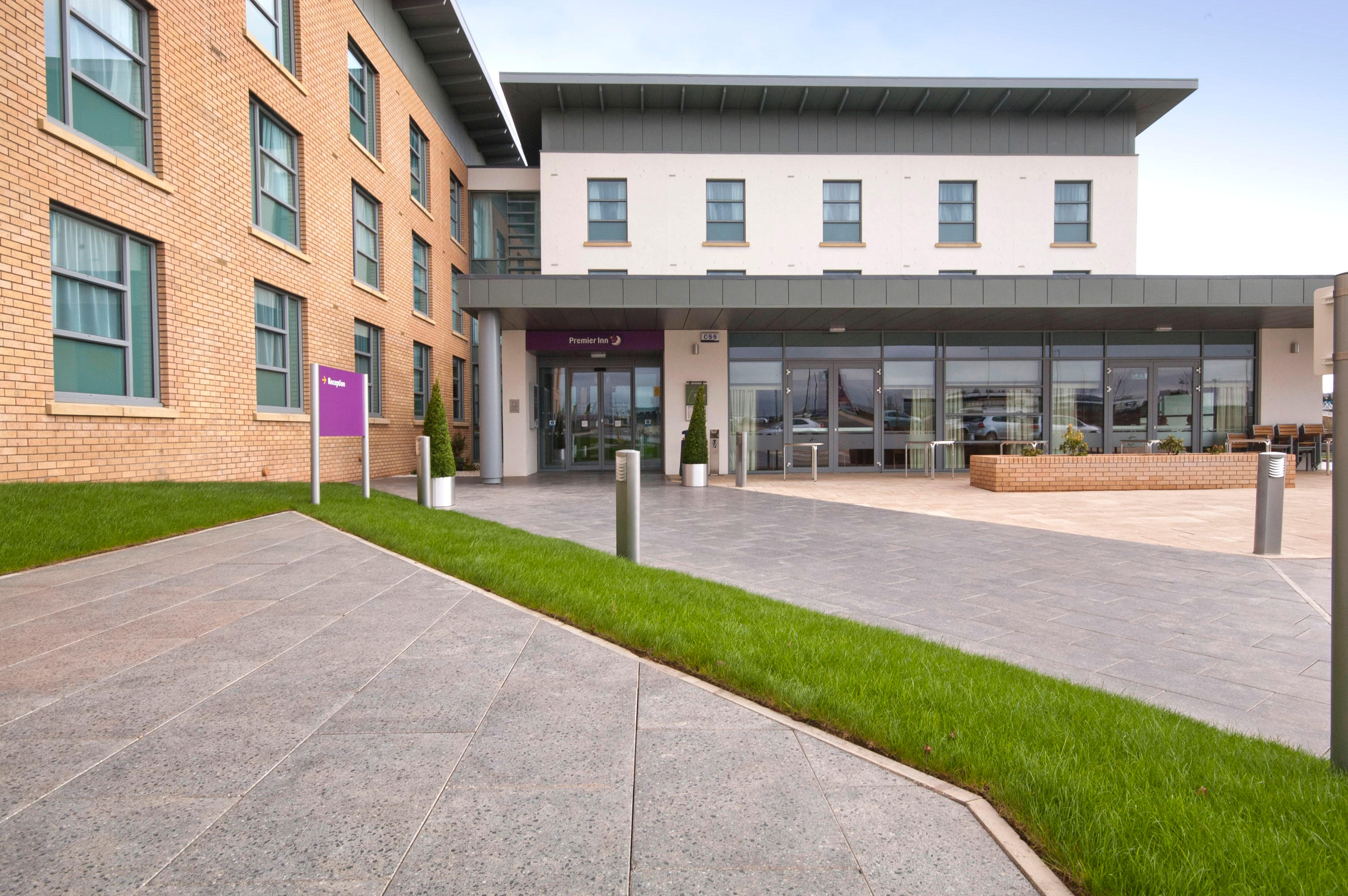 Premier Inn Edinburgh Airport (Newbridge) hotel