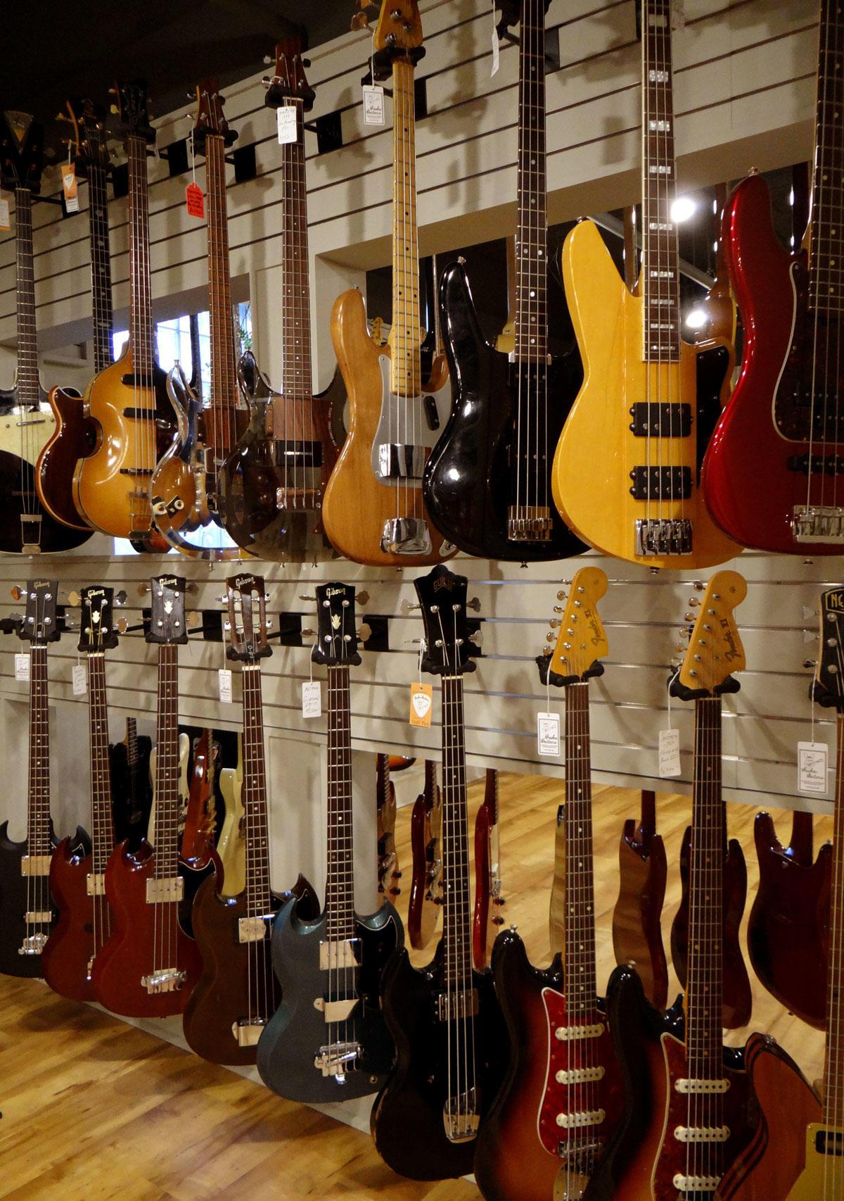 gruhn guitars inc coupons near me in nashville 8coupons. Black Bedroom Furniture Sets. Home Design Ideas