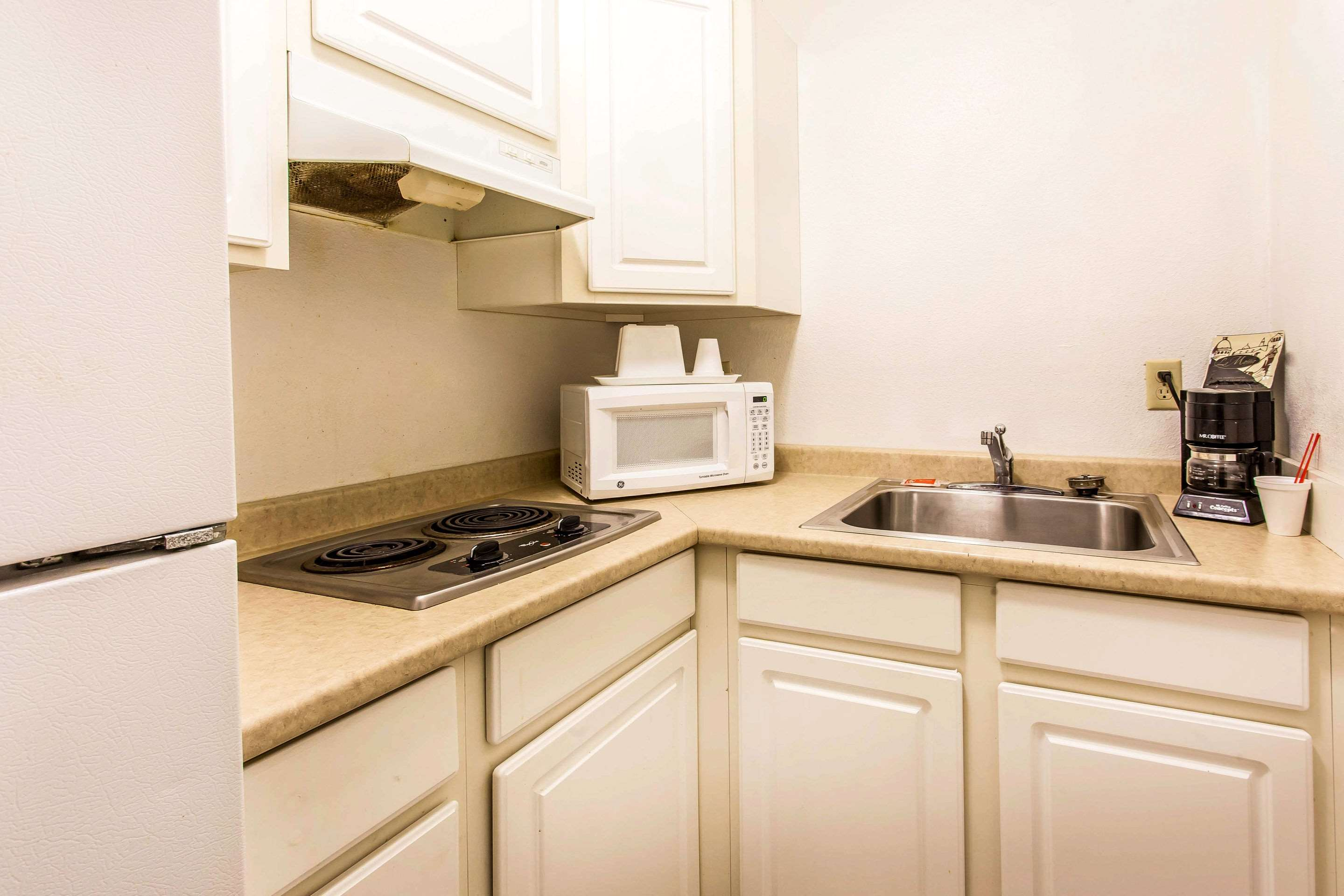 Guest room with kitchenette