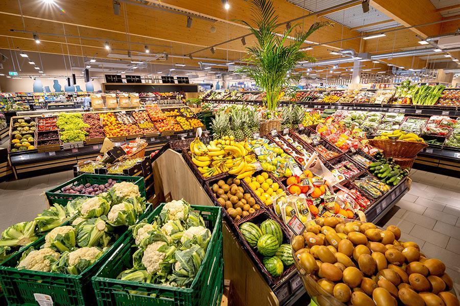 Wir bieten Ihnen täglich frisches Obst und Gemüse aus der Region. Kosten Sie exotische Obst- und Gemüsesorten aus Asien, Südafrika und Südamerika und erntefrische Produkte aus der Region.