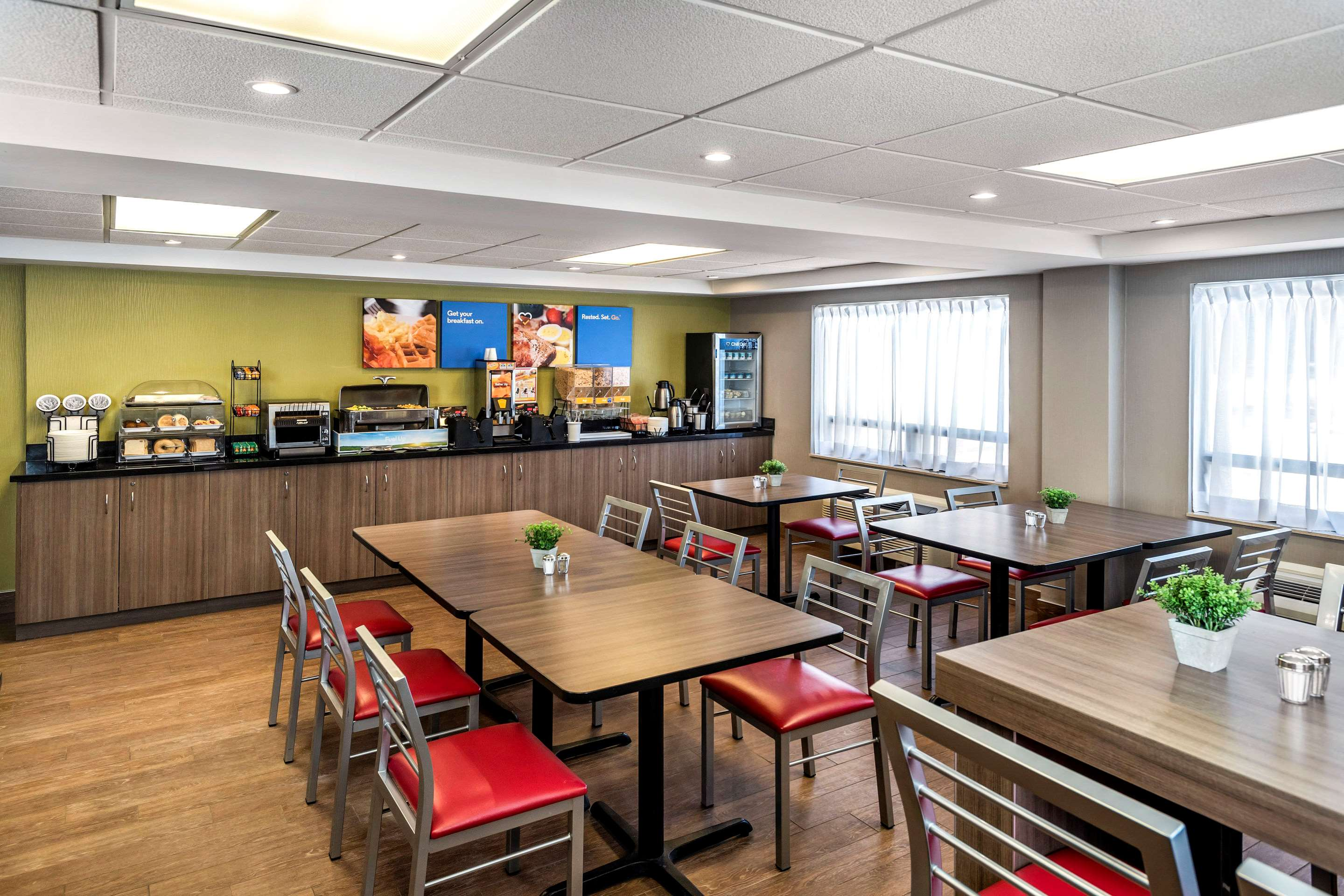 Comfort Inn in Saskatoon: Enjoy Hot Breakfast in Spacious Breakfast Room