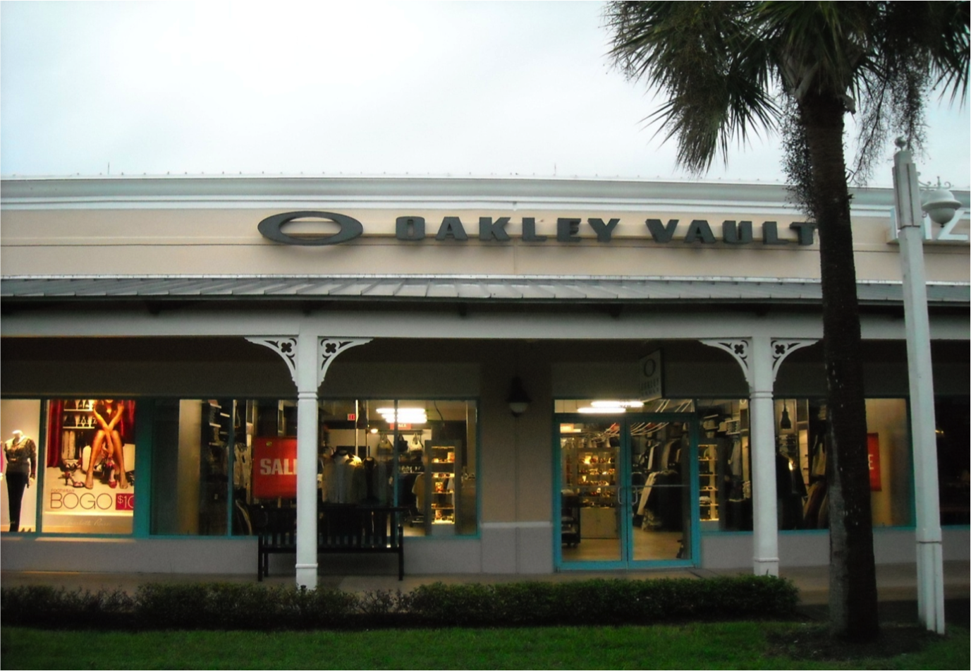 Finish Line, Ellenton. 4 likes · 17 were here. If you're searching for one of the best shoe stores in Ellenton, FL, look no further. Finish Line.