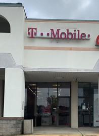 Exterior photo of T-Mobile Store at Washington & Bertram, Augusta, GA