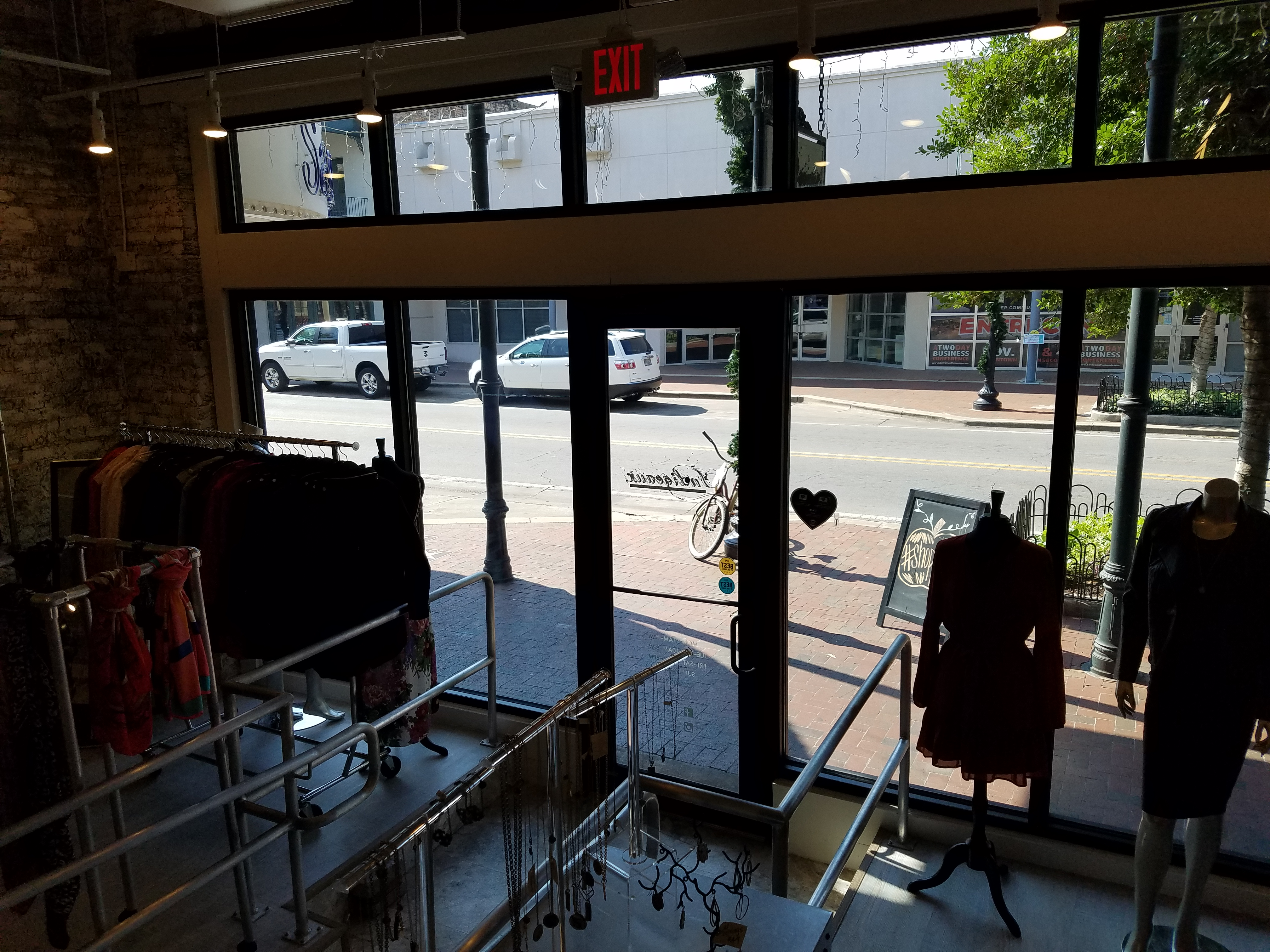 Clothing stores in pensacola fl