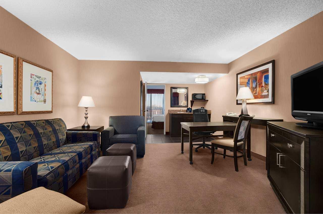 Bi Level Hotel Rooms Near Me