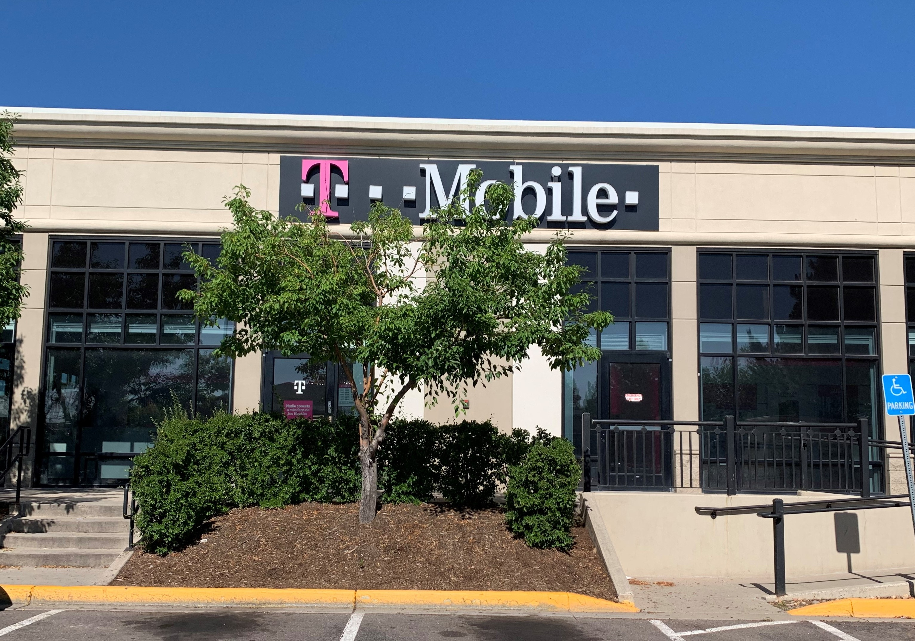 T-Mobile in Lakewood, CO, photo #2