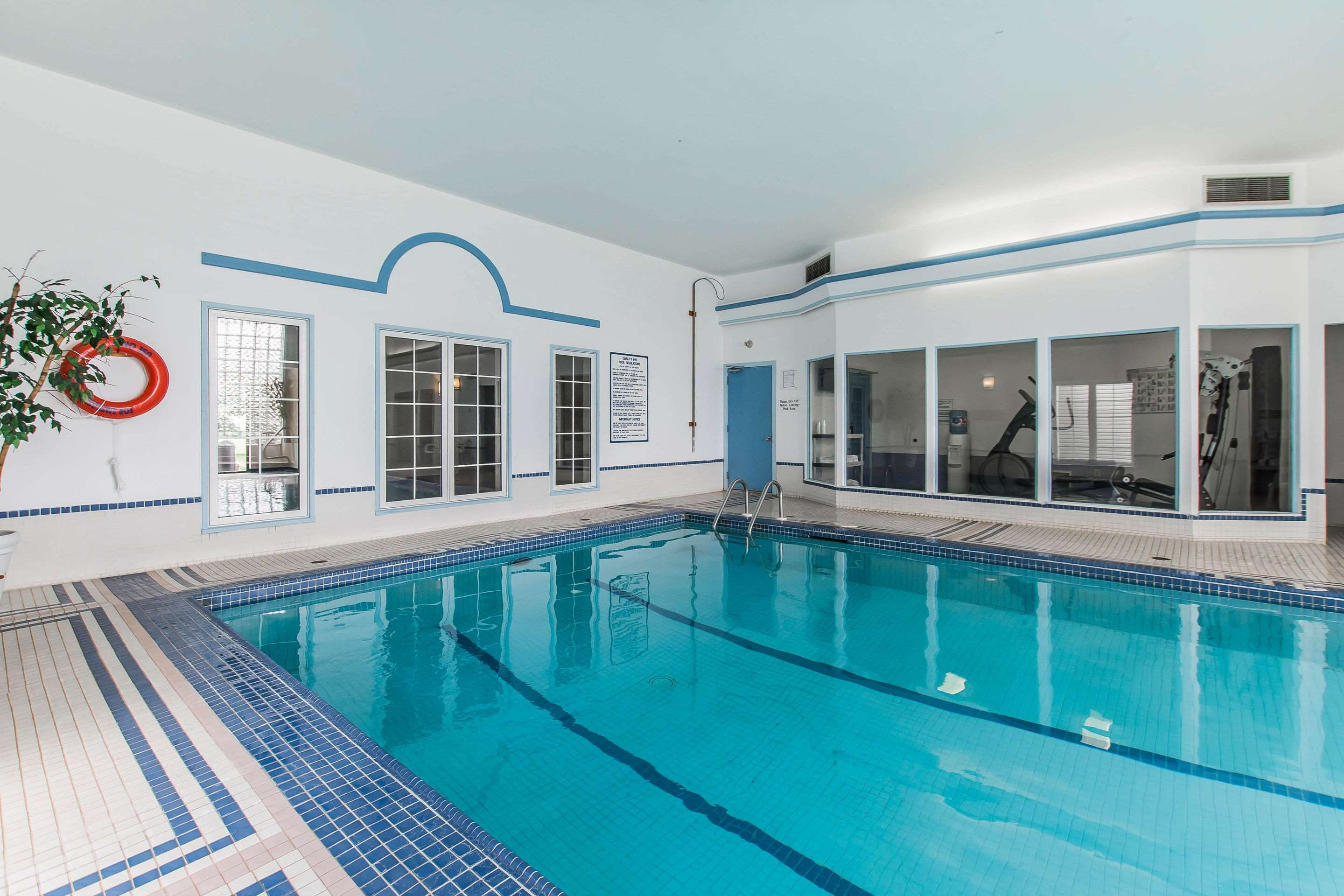 Quality Inn & Suites Garden Of The Gulf in Summerside: Indoor heated pool