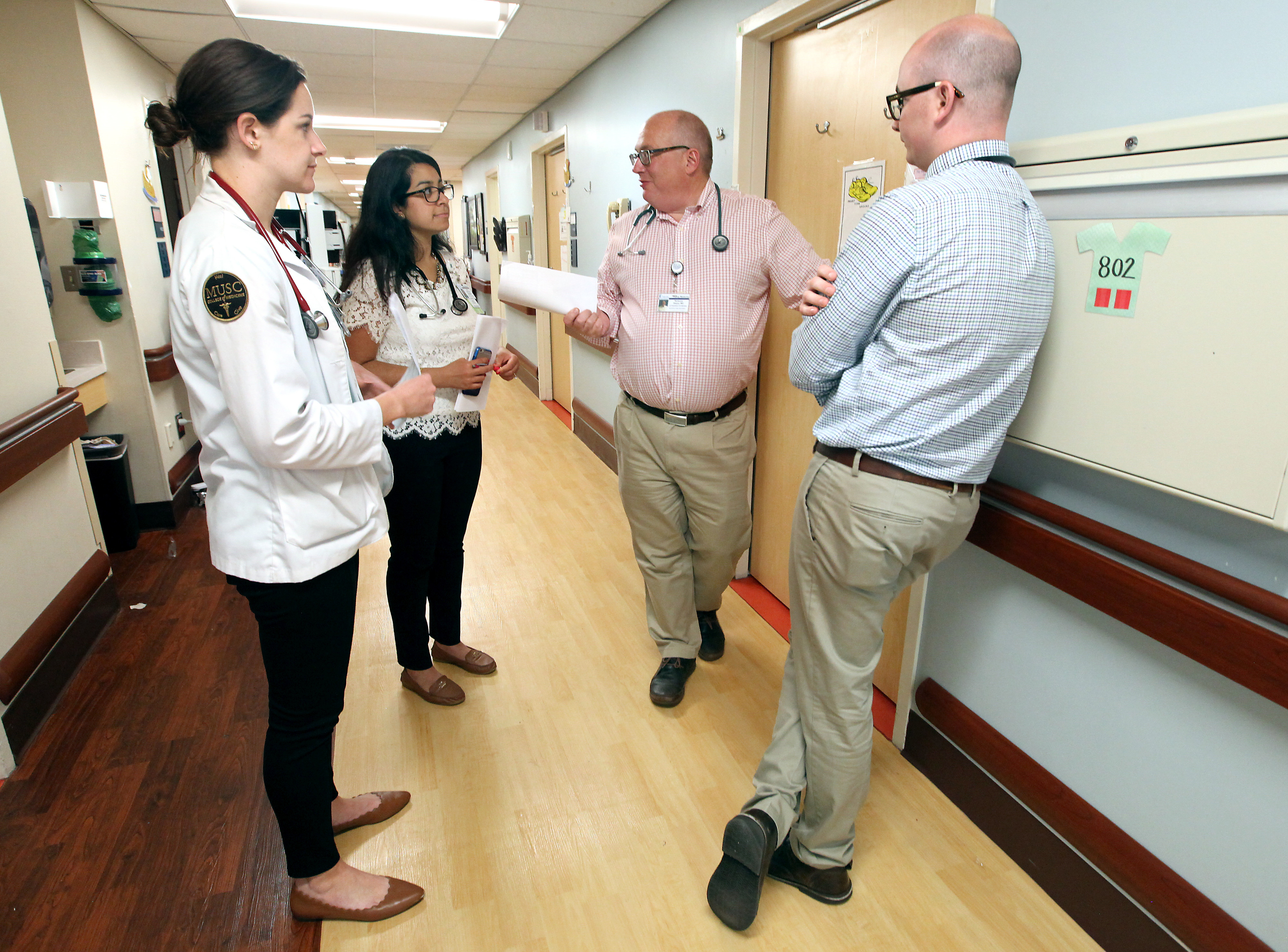 Dr. Terrence Steyer rounds with family medicine residents at MUSC.
