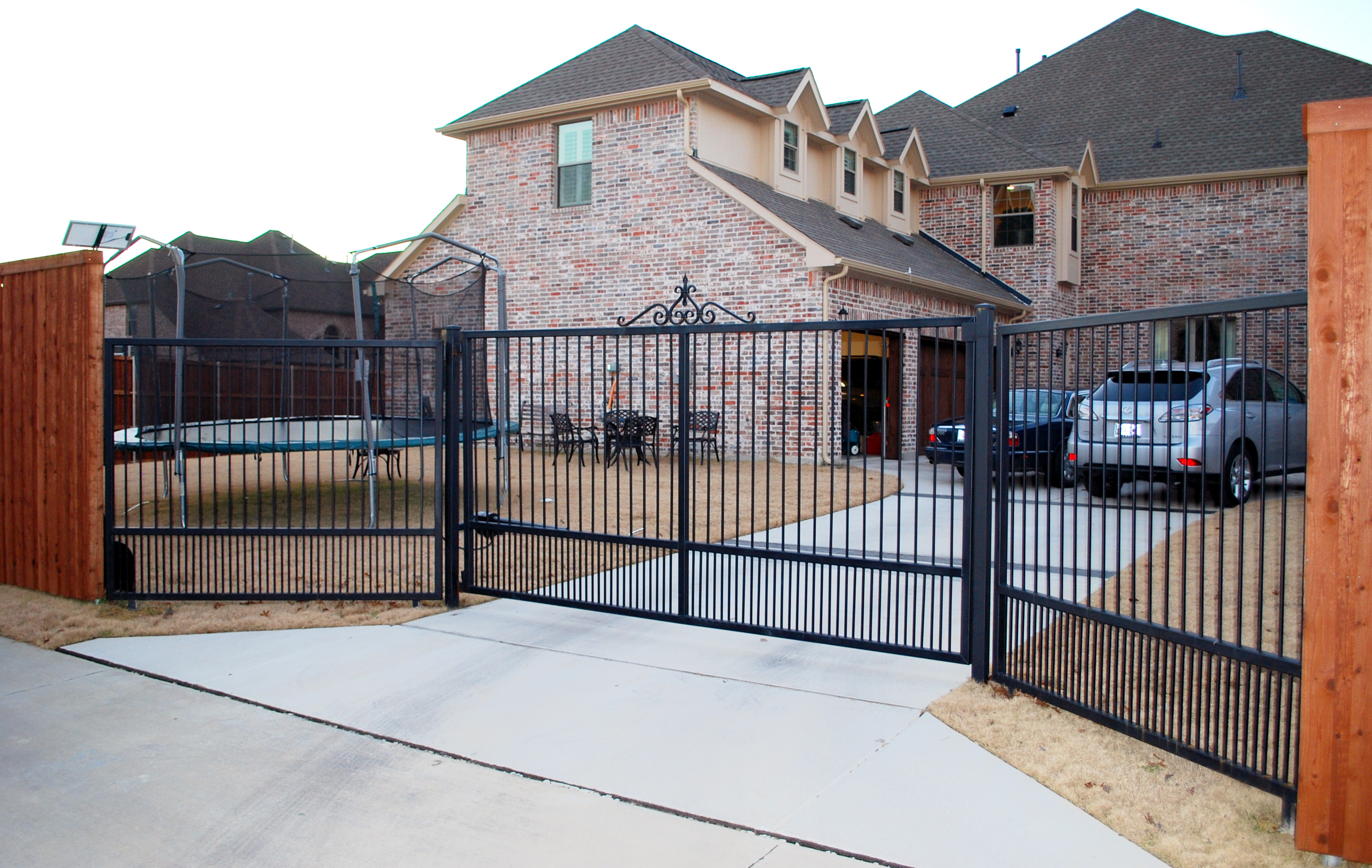 Lone legacy automatic gates in houston tx 713 853 5 for Motorized gates for driveways
