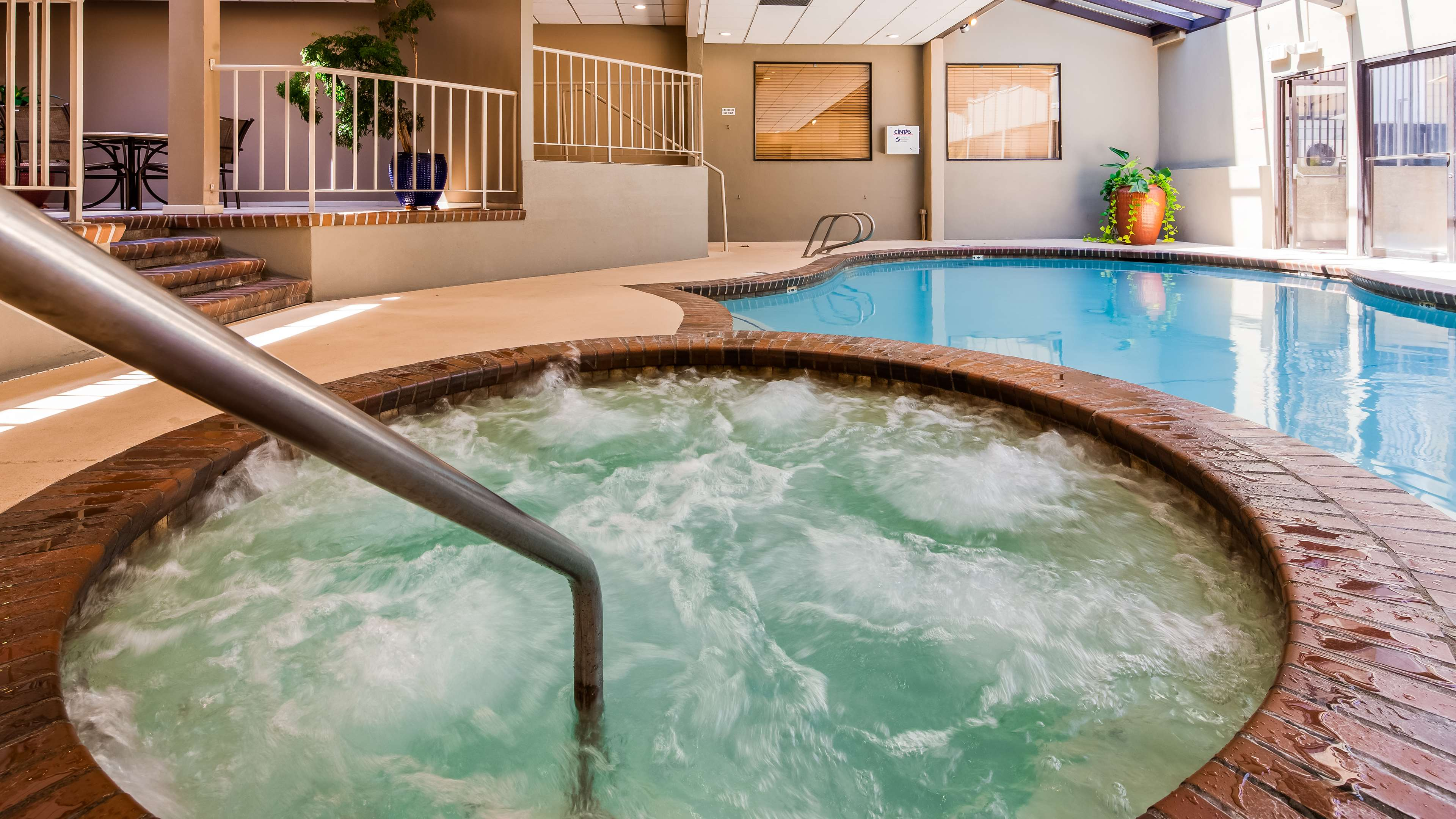 Jacuzzi and Pool Best Western Seattle Airport Hotel Seattle (206)878-3300