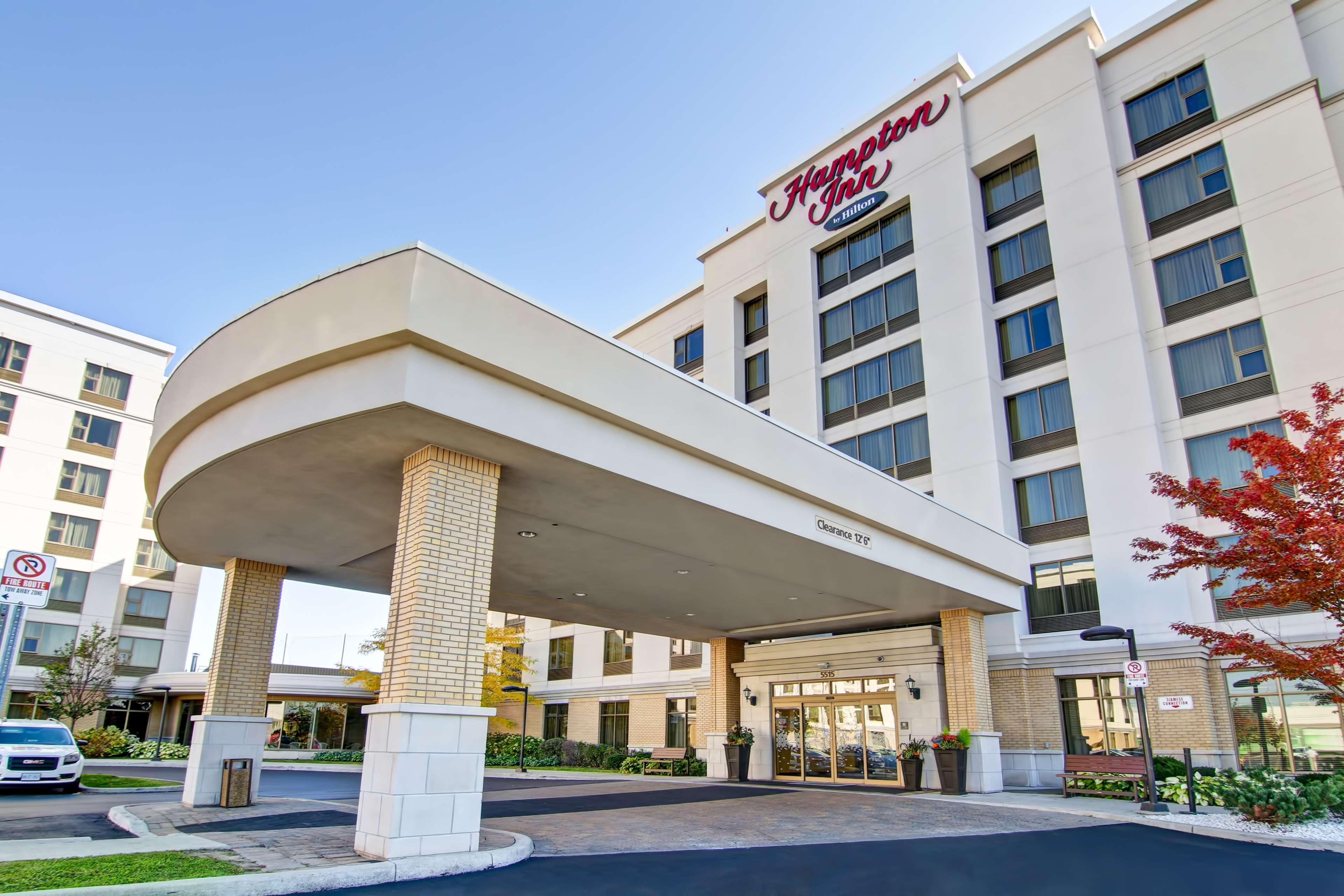 Hampton Inn by Hilton Toronto Airport Corporate Centre - Toronto, ON M9C 5K5 - (416)646-3000 | ShowMeLocal.com
