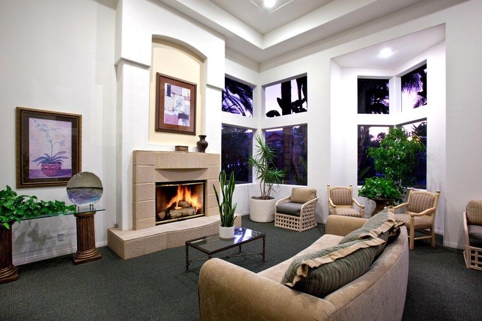 Las Palmas Apartments image 4