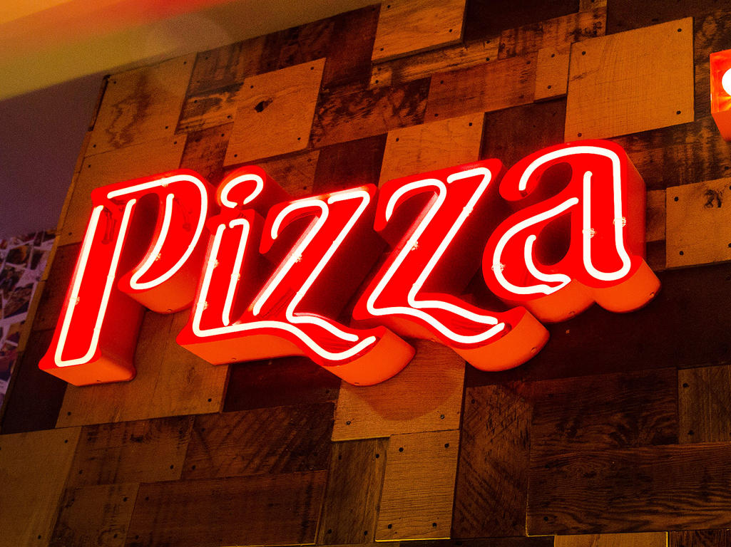 The famous Unlimited Pizza, Pasta and Salad Buffet at Pizza Hut Restaurants. Pizza Hut Restaurants London 020 7925 2457