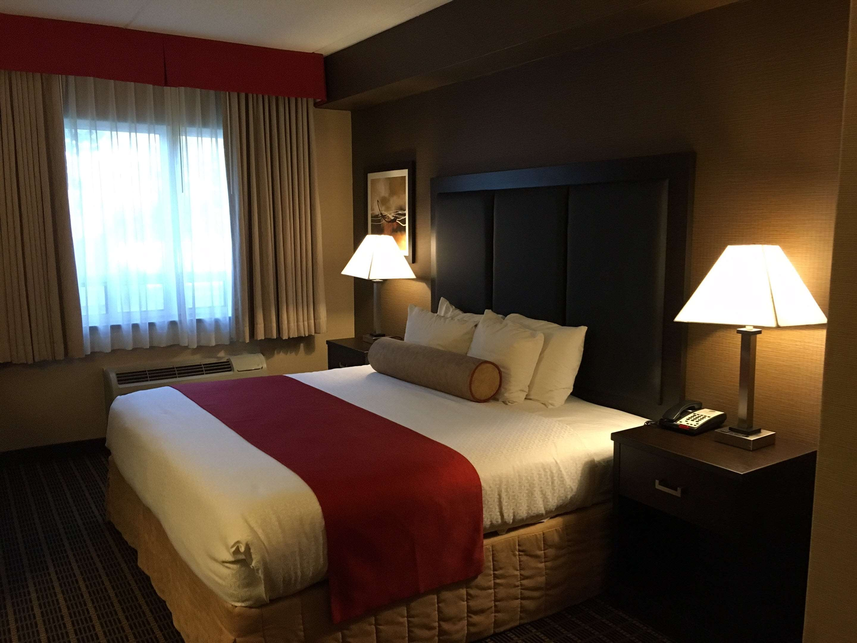 King Executive Guest Room Best Western Plus Burlington Inn & Suites Burlington (905)639-2700