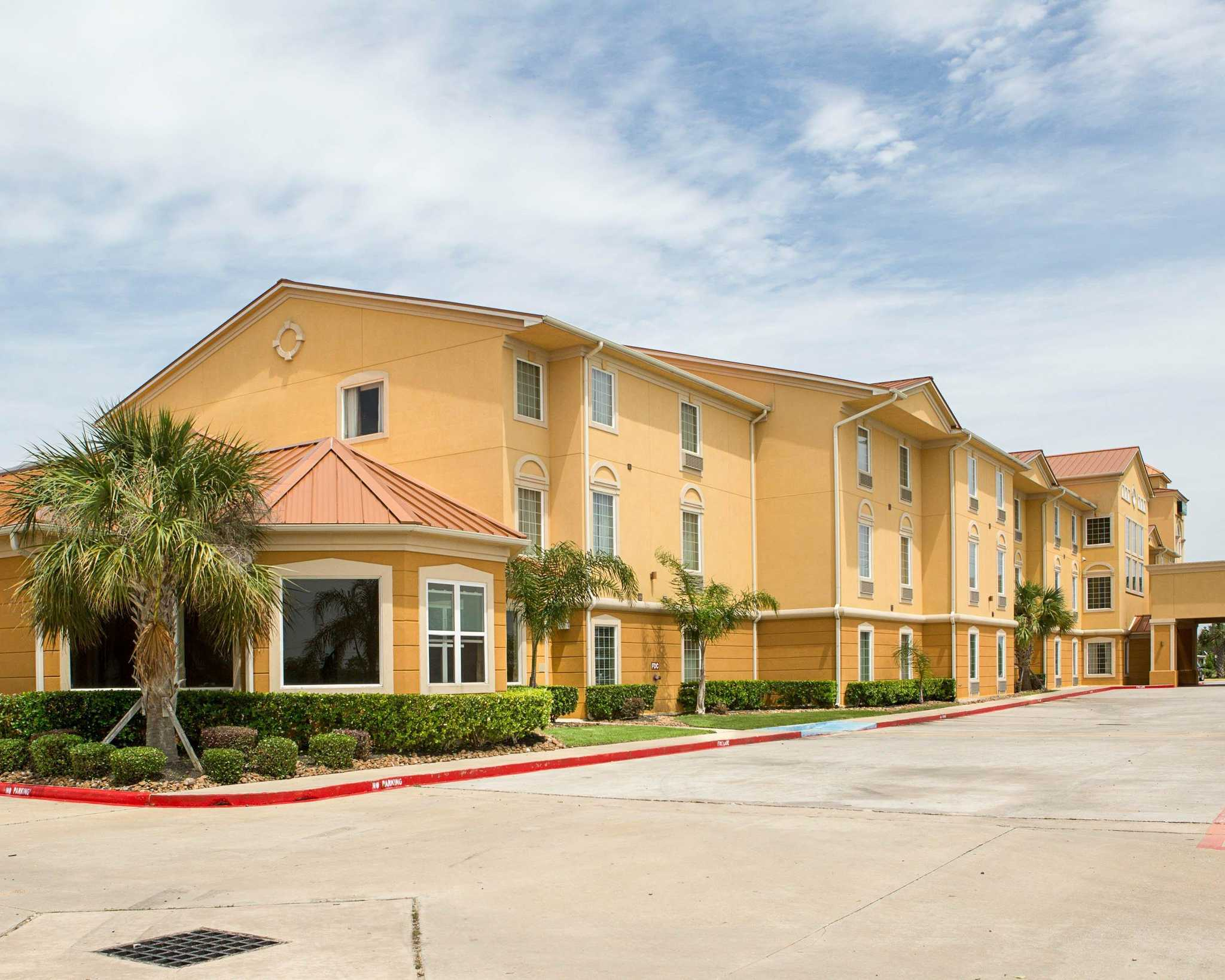 Quality inn suites coupons la porte tx near me 8coupons for Jobs near la porte in