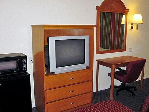 Motel 6 Hutchins Tx image 1