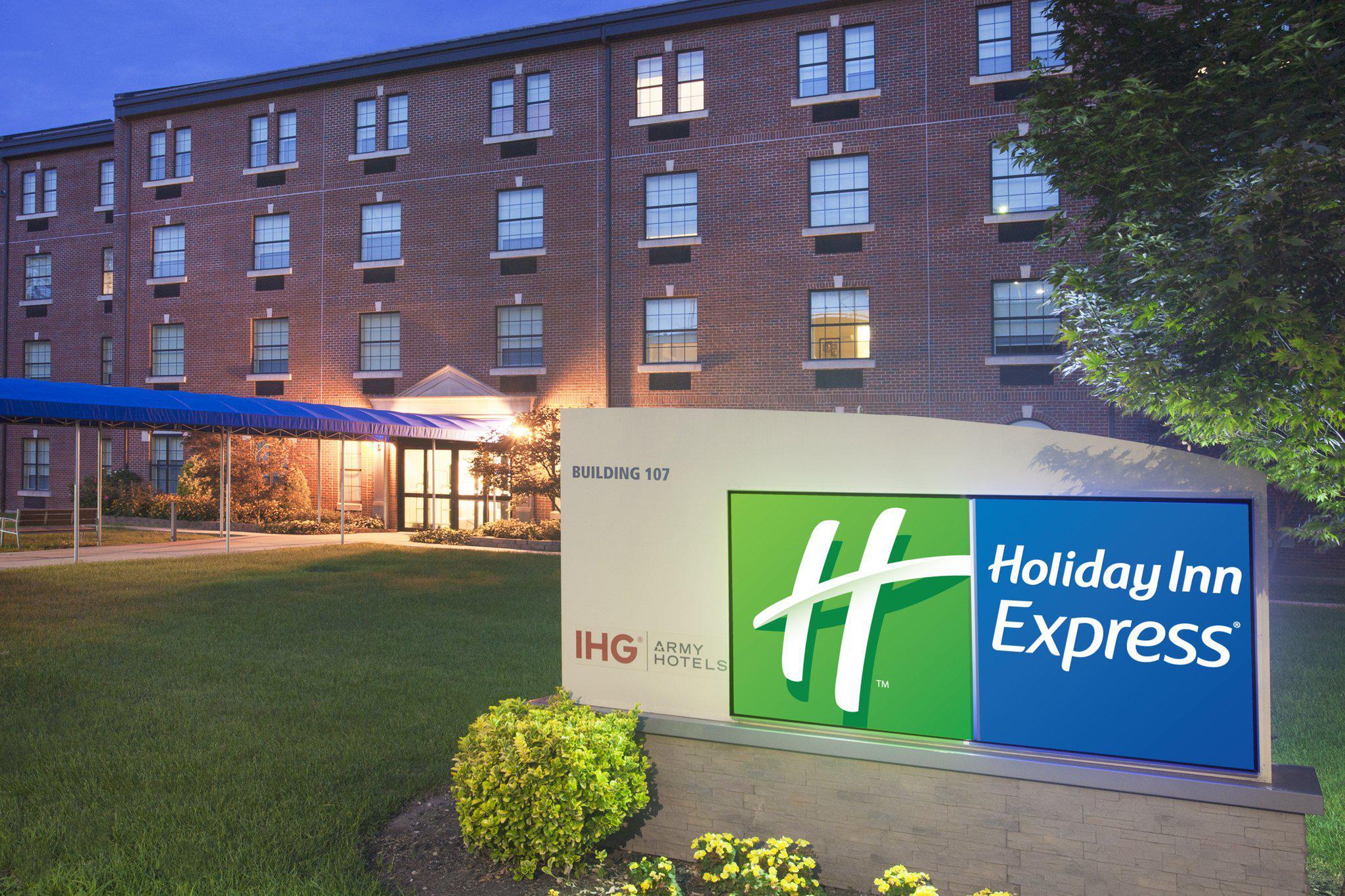Holiday Inn Express Building 107