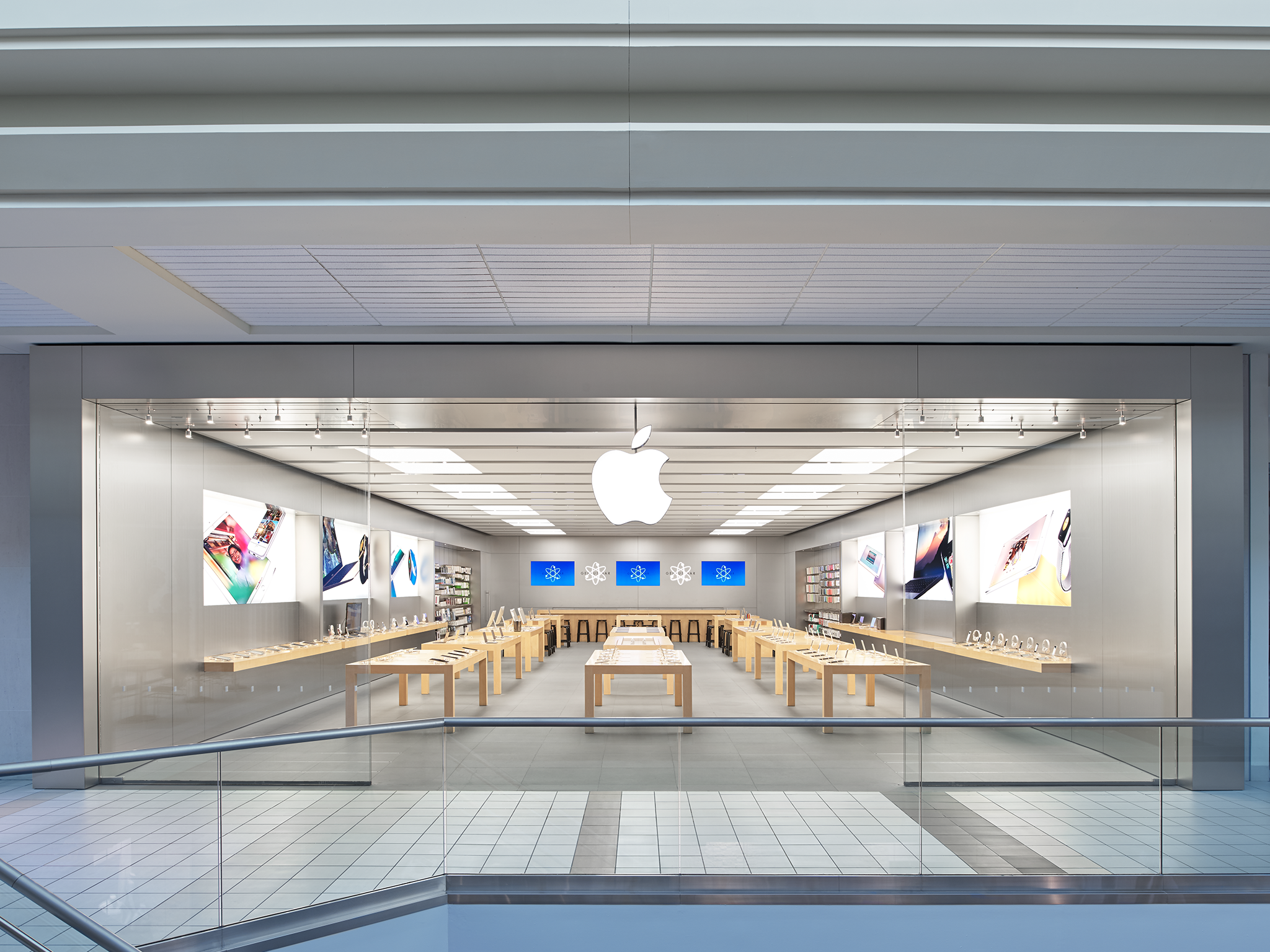 Apple Upper Canada Mall - Newmarket, ON L3Y 4Z1 - (905)952-3400 | ShowMeLocal.com