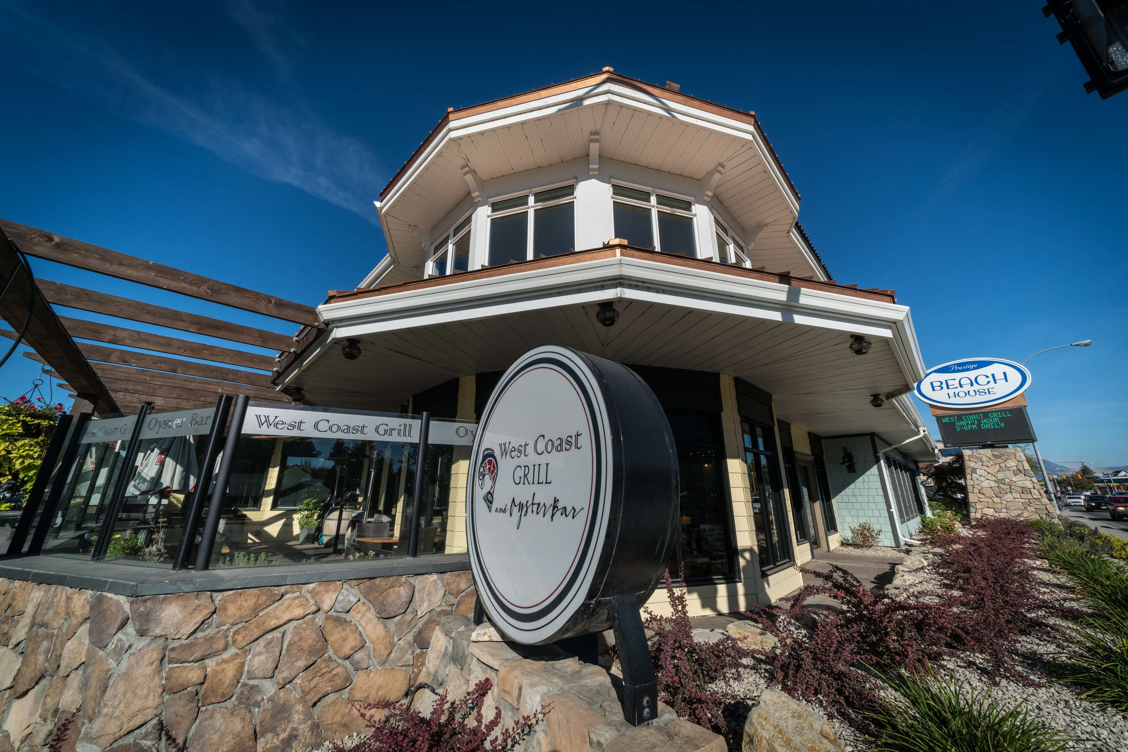 Prestige Beach House, BW Premier Collection in Kelowna: On-site West Coast Grill and Oyster Bar