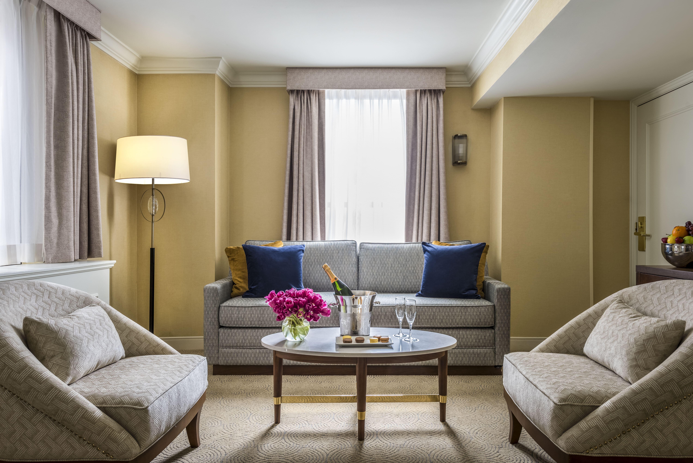 Executive King Room Living Room