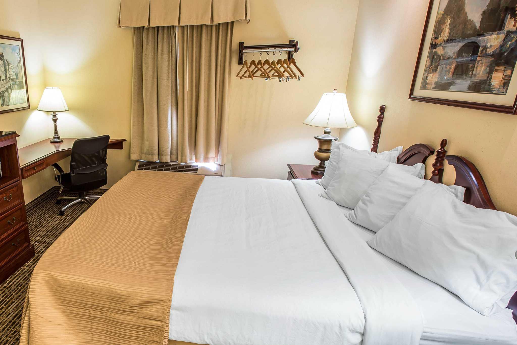 Hotels Along  Near Kingsport Tn