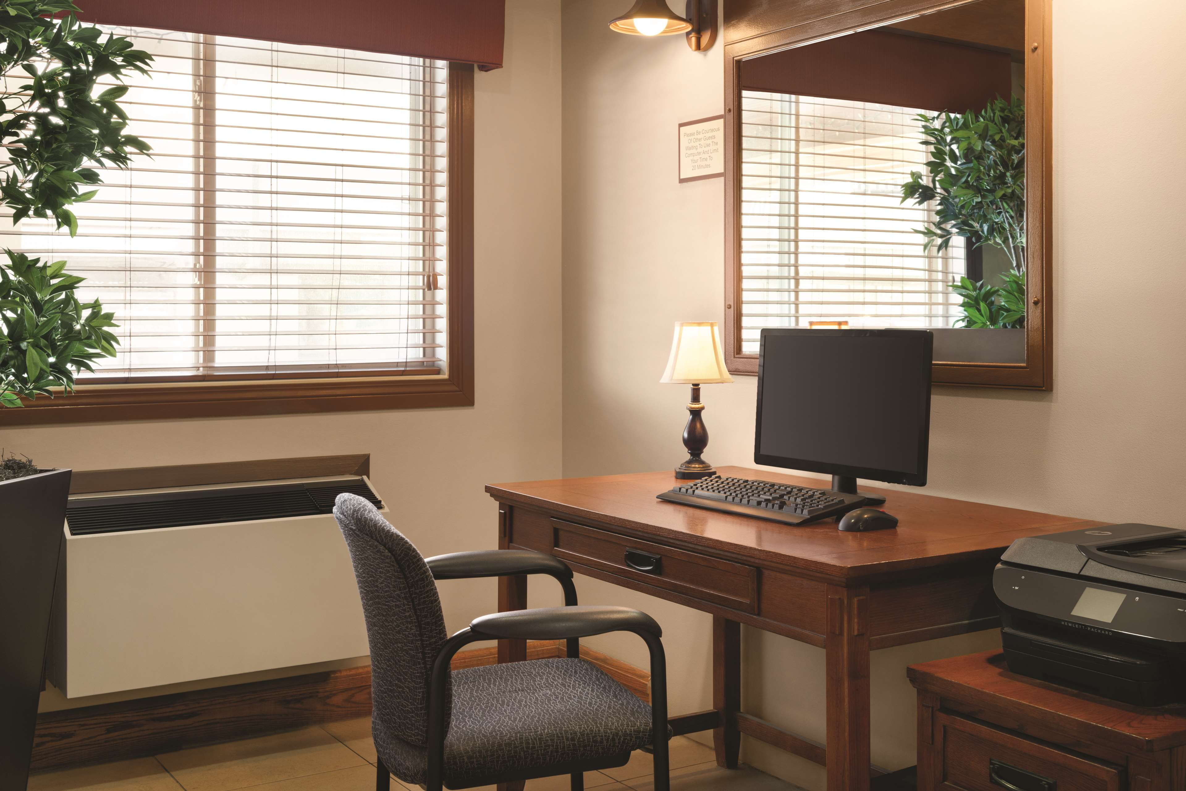 Country Inn & Suites by Radisson, Saskatoon, SK in Saskatoon: Business Center