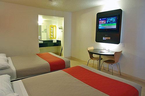 Motel 6 Austin Central - North image 6