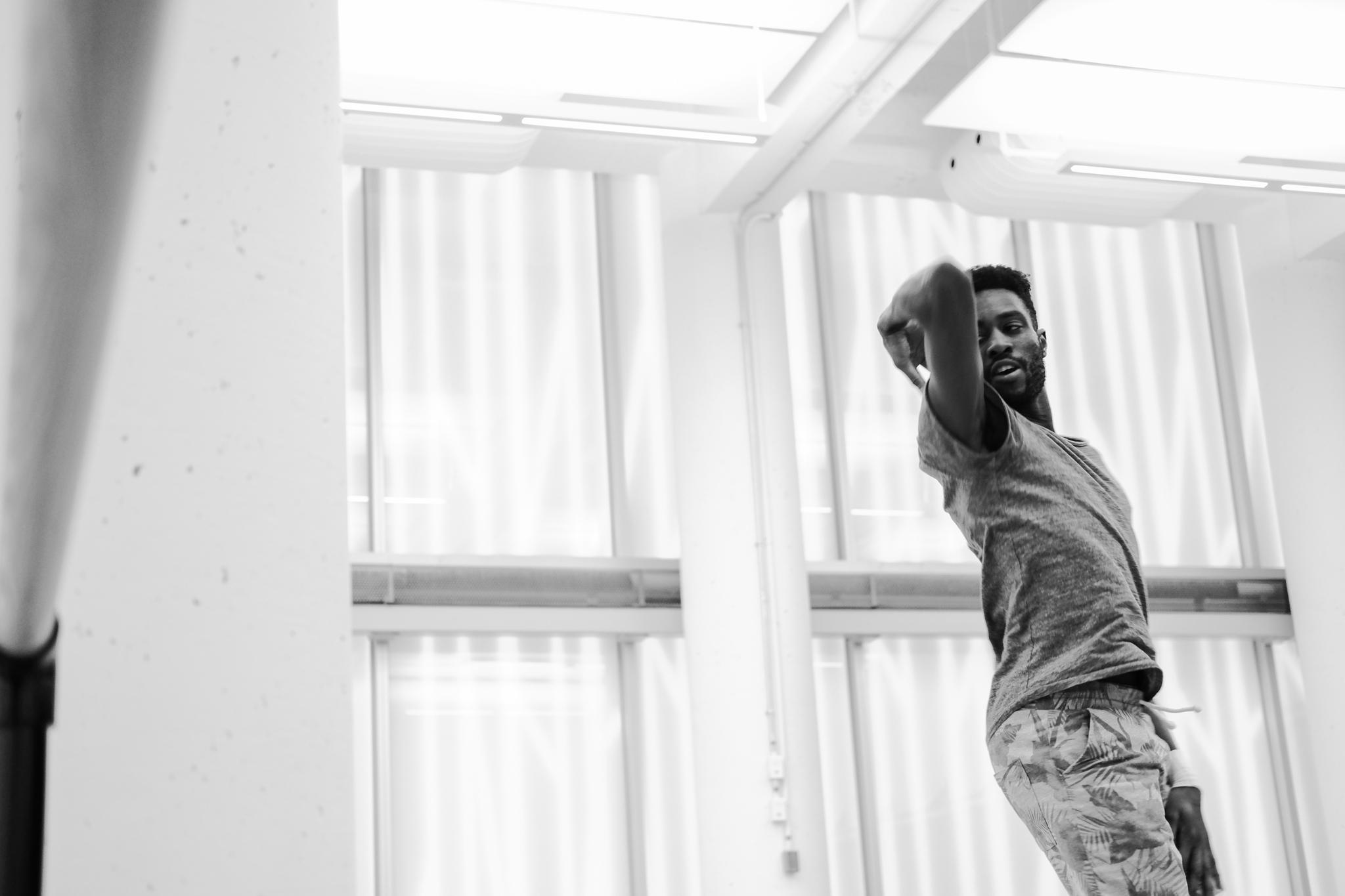 École de Danse Contemporaine de Montréal à Montréal: STUDIO Photo: Adéral Piot Dancer: Yakhoub Dramé