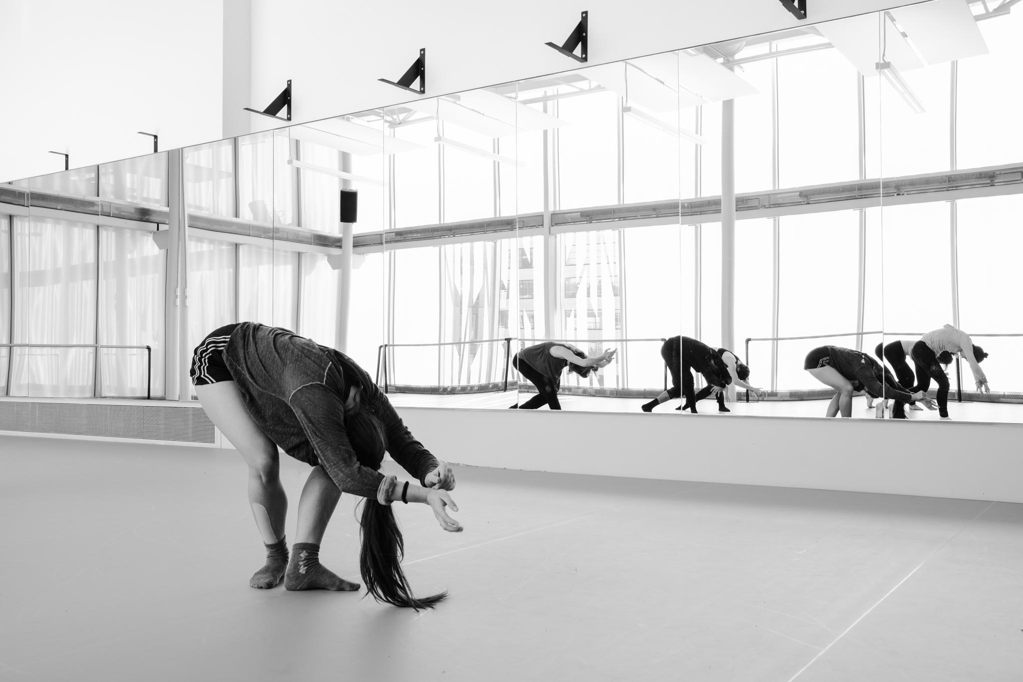 École de Danse Contemporaine de Montréal à Montréal: STUDIO Photo: Adéral Piot Dancers: Jasmine Bouchard, Raphaëlle Renucci, Thibault Rajaofetra, Angélique Delorme