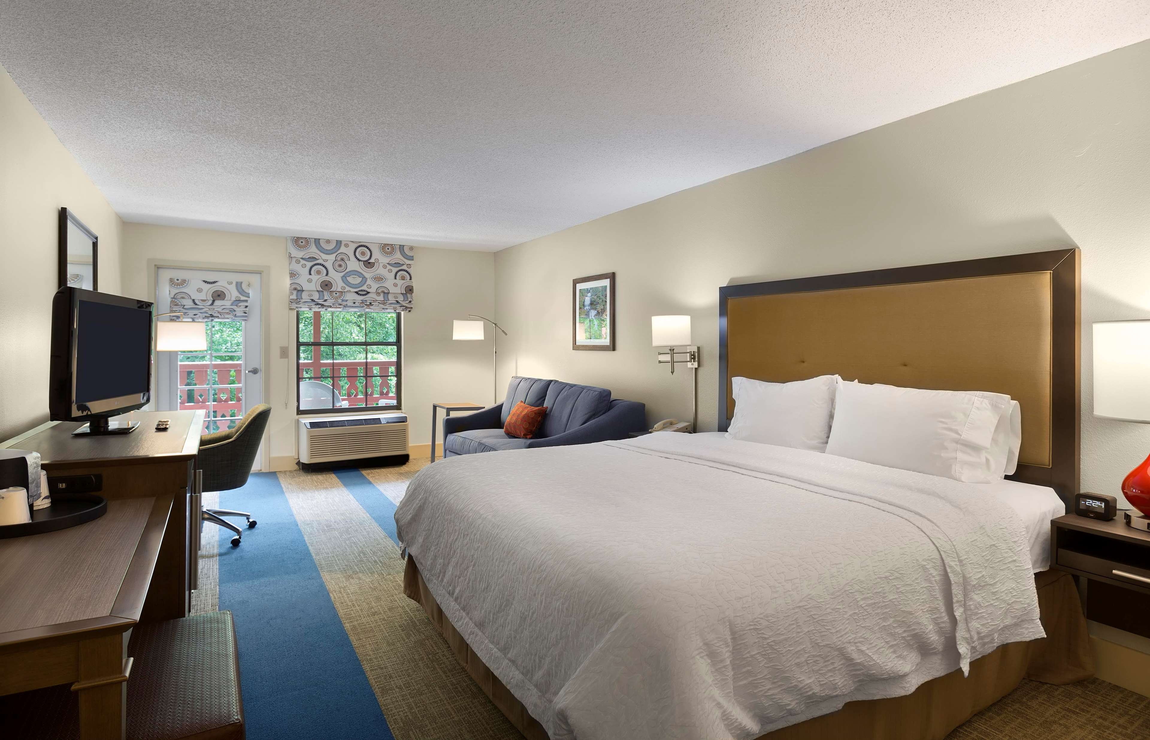 Hotel With Room Service Helen Ga