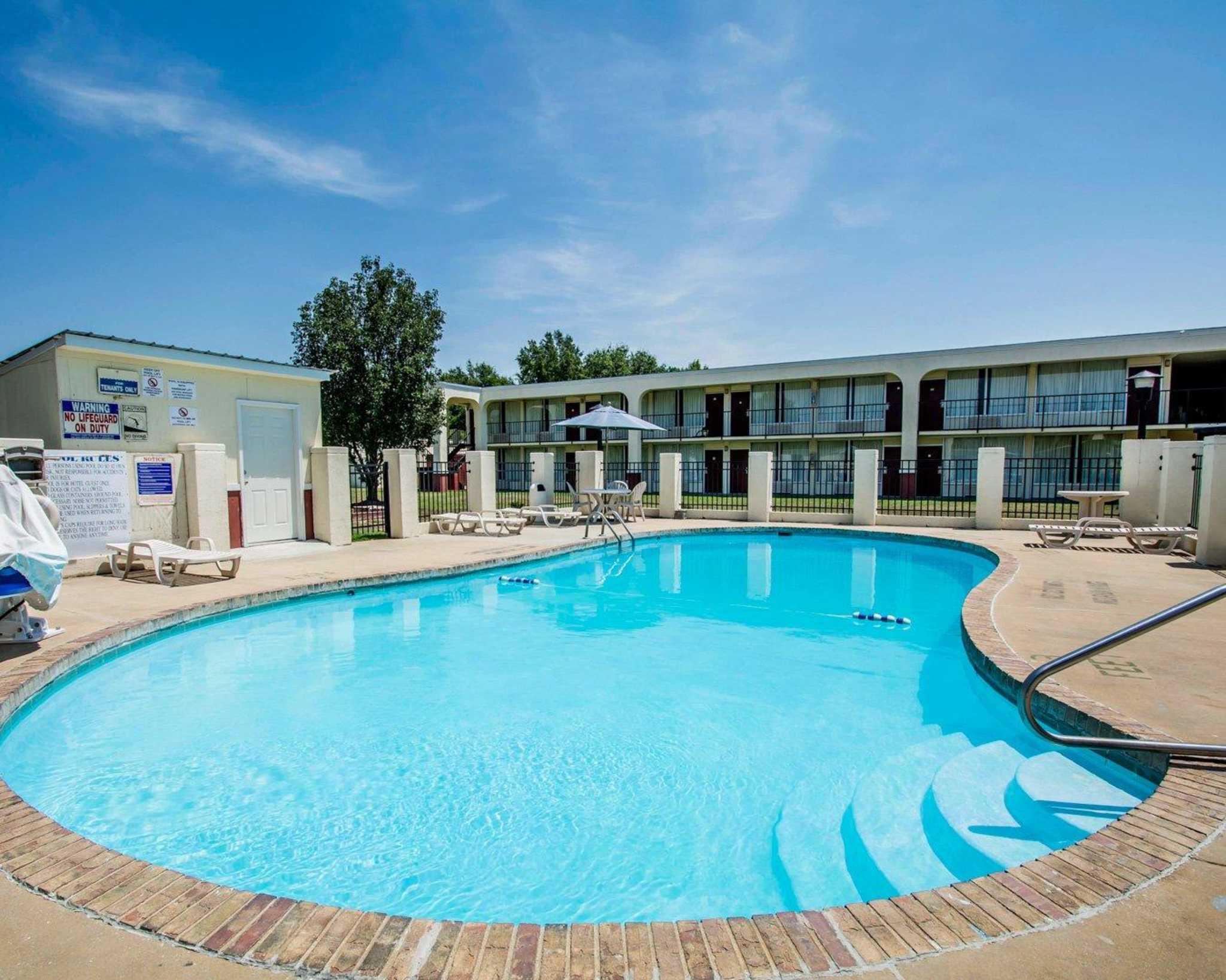 Hotels Near Andalusia Al