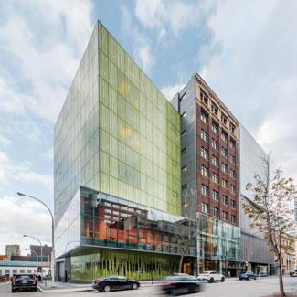 École de Danse Contemporaine de Montréal à Montréal: EDIFICE WILDER-ESPACE DANSE Photo: David Boyer